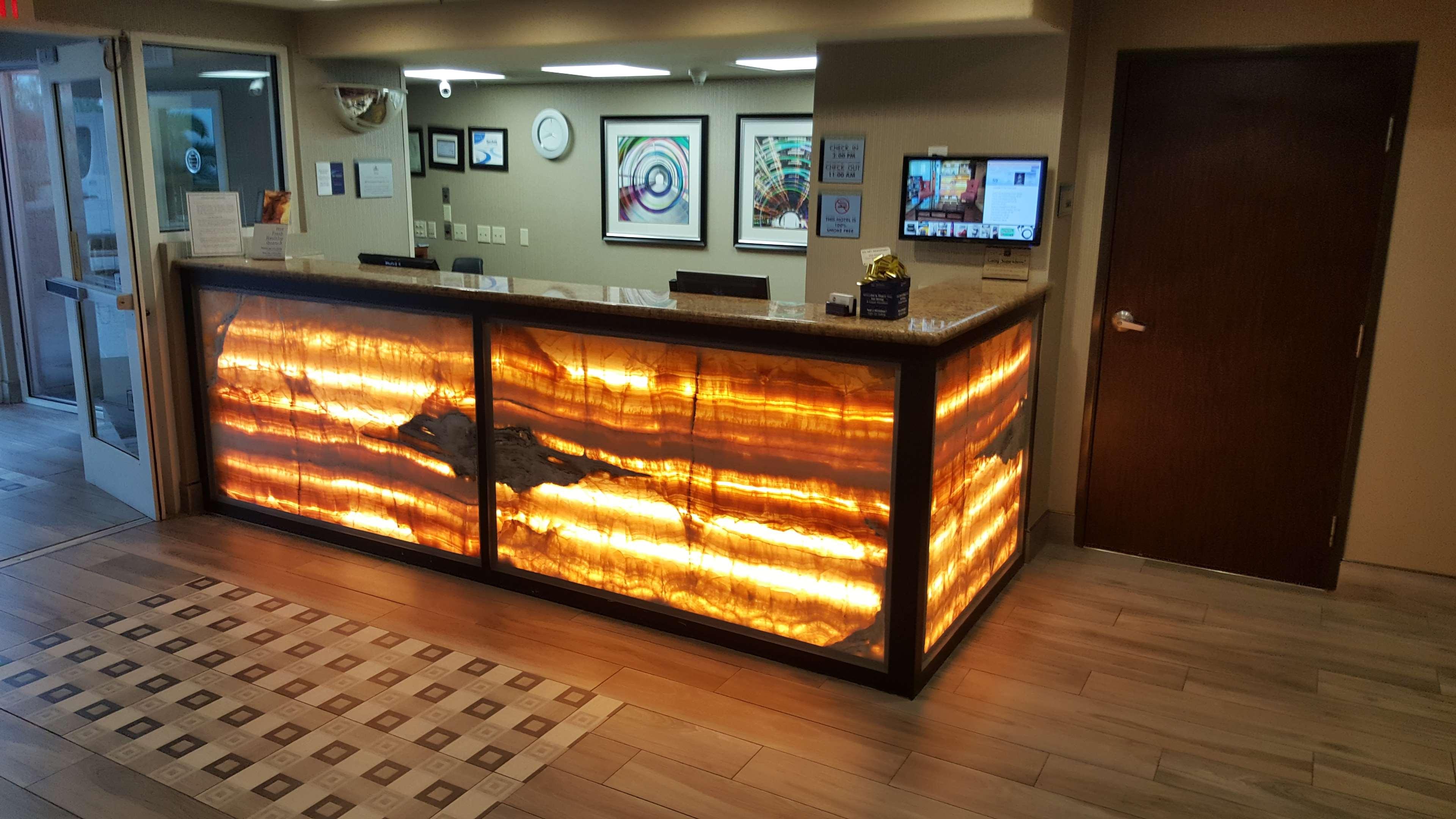 Best Western Plus Airport Inn & Suites image 4