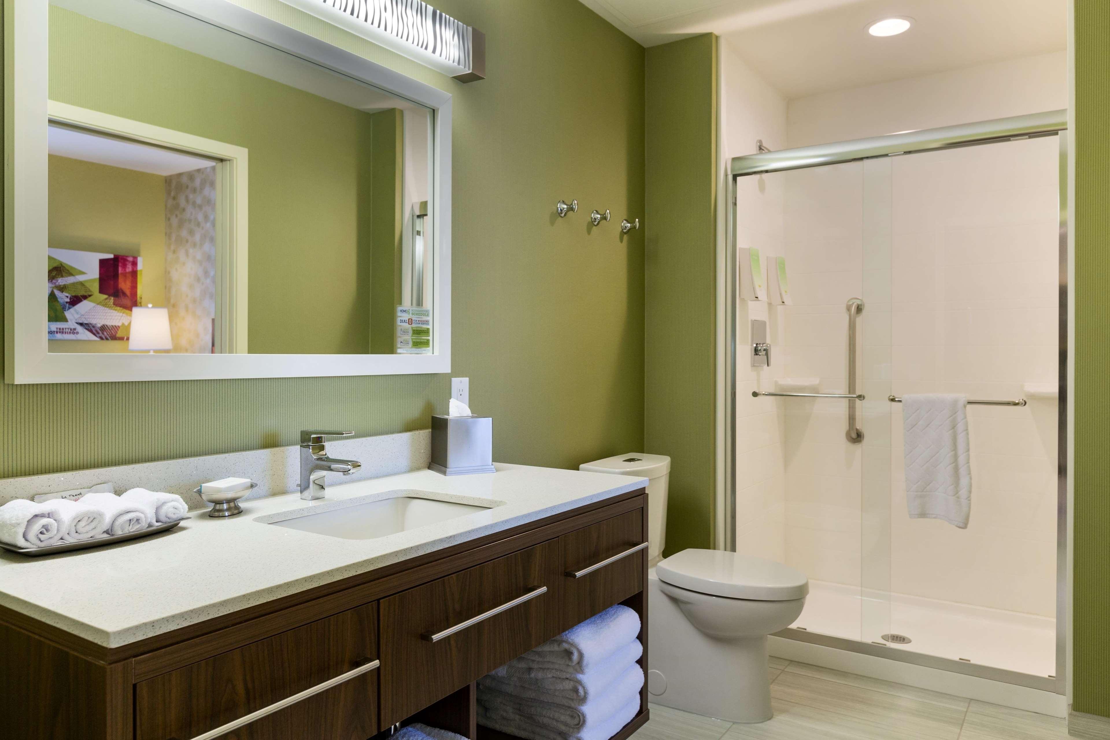 Home2 Suites by Hilton West Edmonton, Alberta, Canada à Edmonton: 1 Queen 1 Bedroom Suite Bathroom