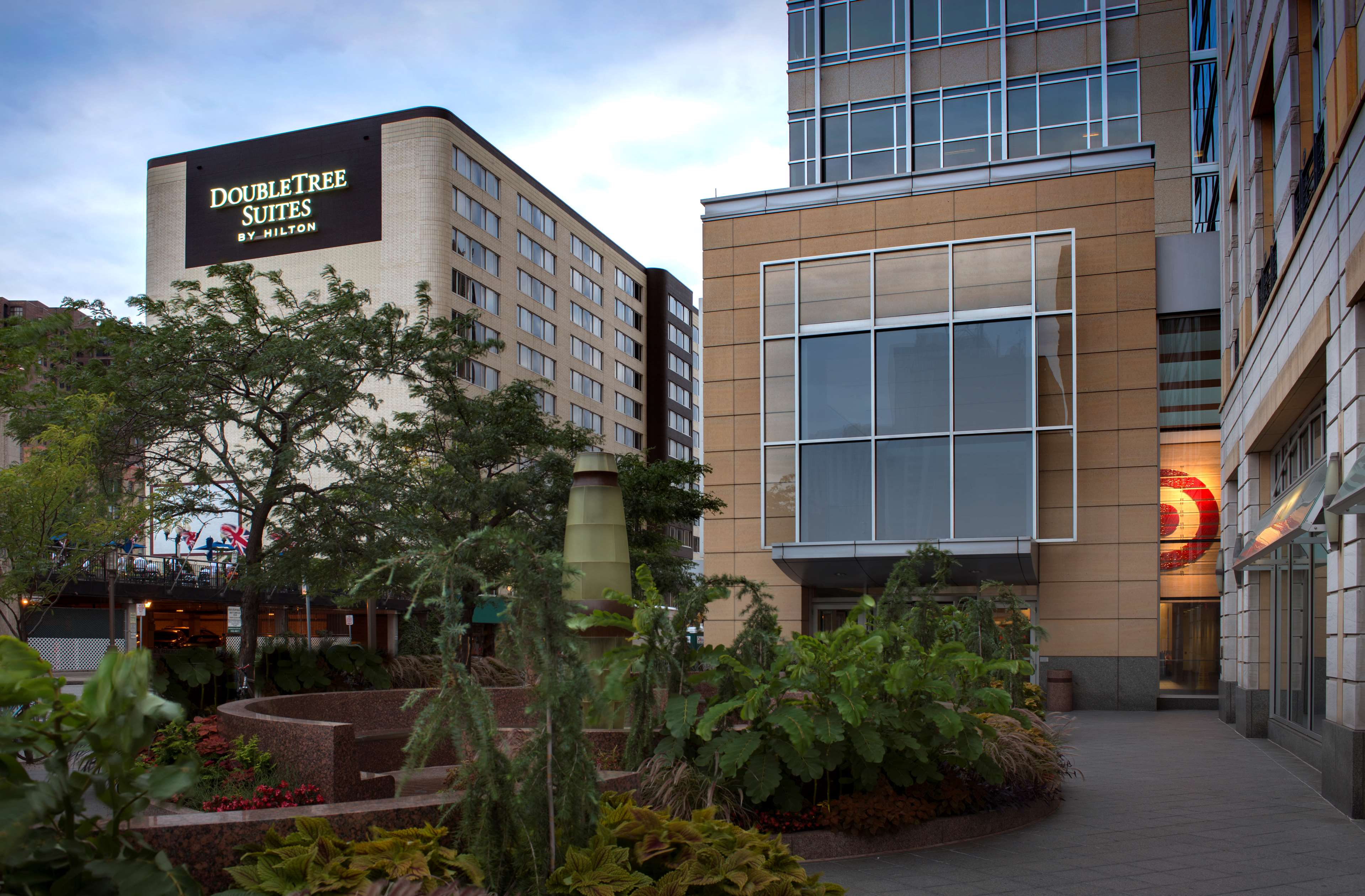 DoubleTree Suites by Hilton Hotel Minneapolis image 0
