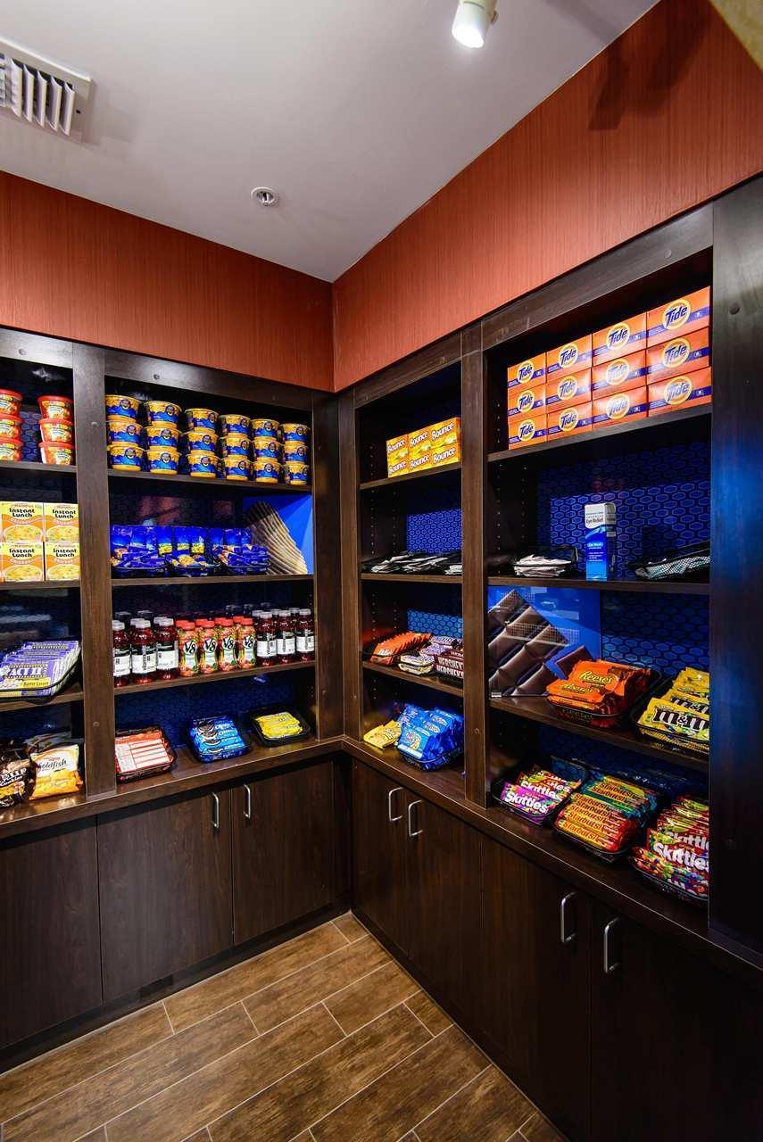 Hampton Inn Houston-Pearland image 27