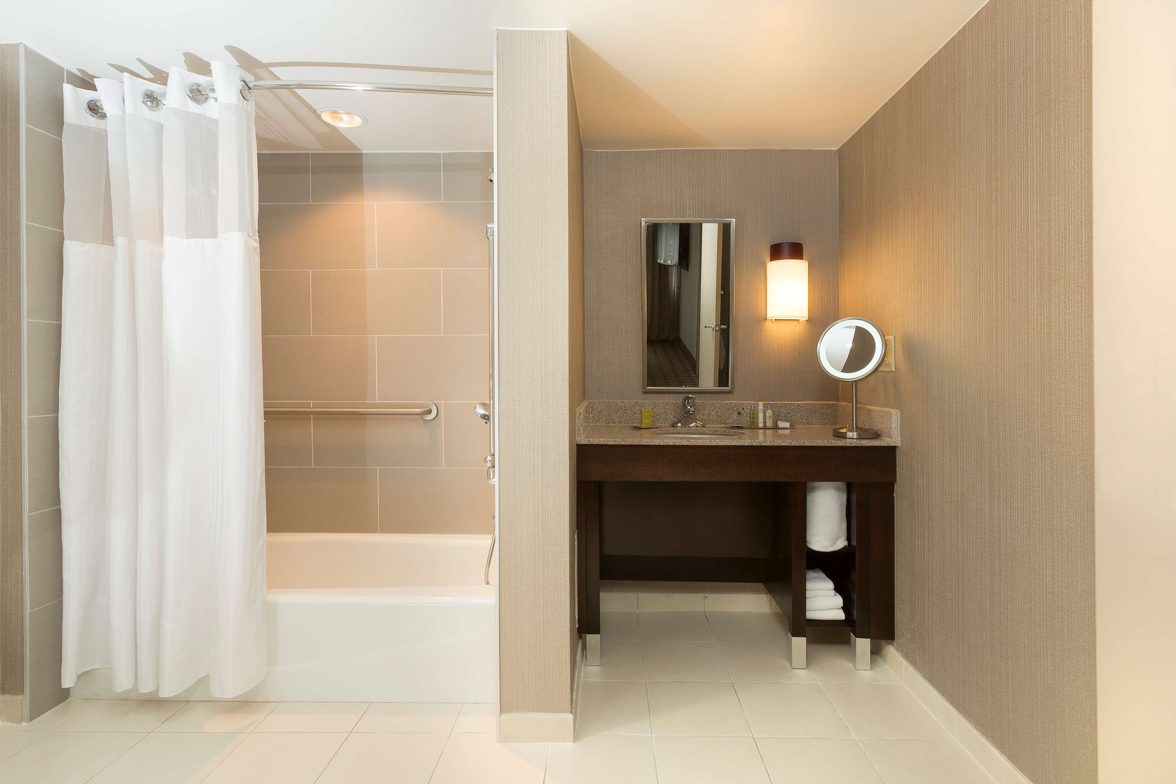 DoubleTree Suites by Hilton Hotel Nashville Airport image 32
