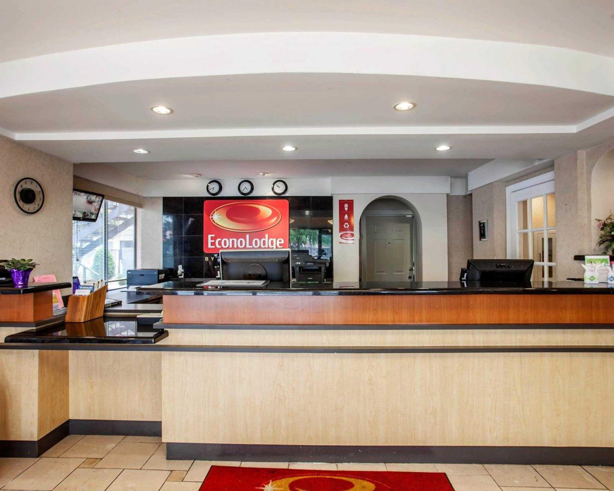 Econo Lodge Renton-Bellevue image 7