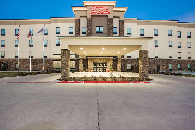 Hampton Inn & Suites Dallas/Ft. Worth Airport South image 1