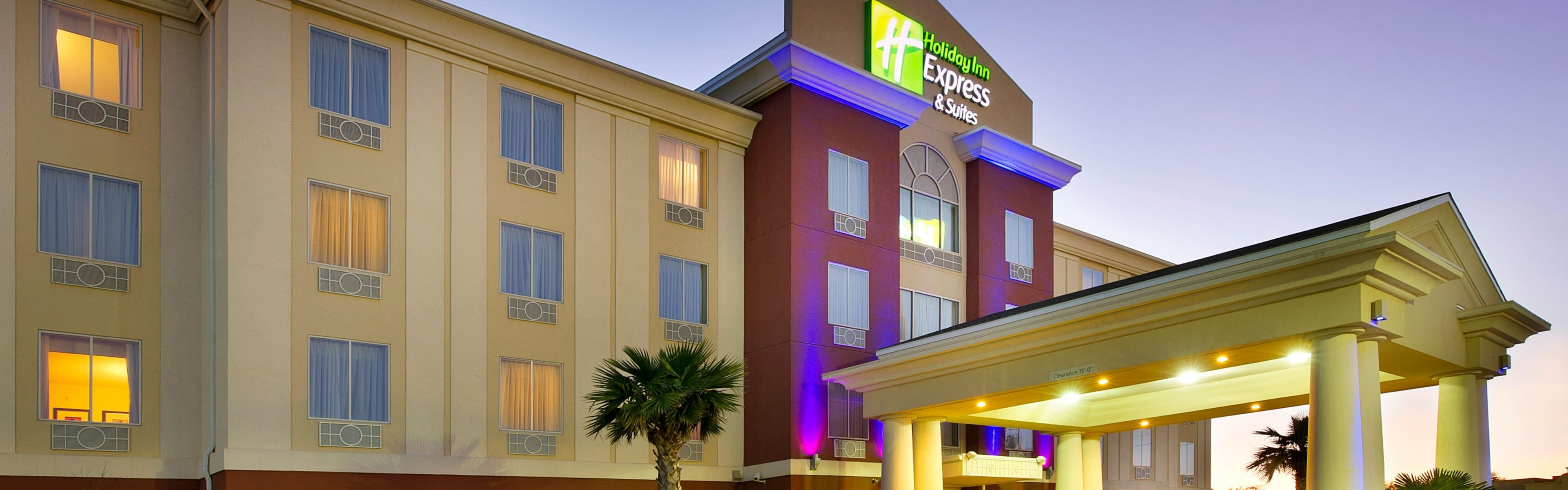 Holiday Inn Express & Suites Uvalde image 0
