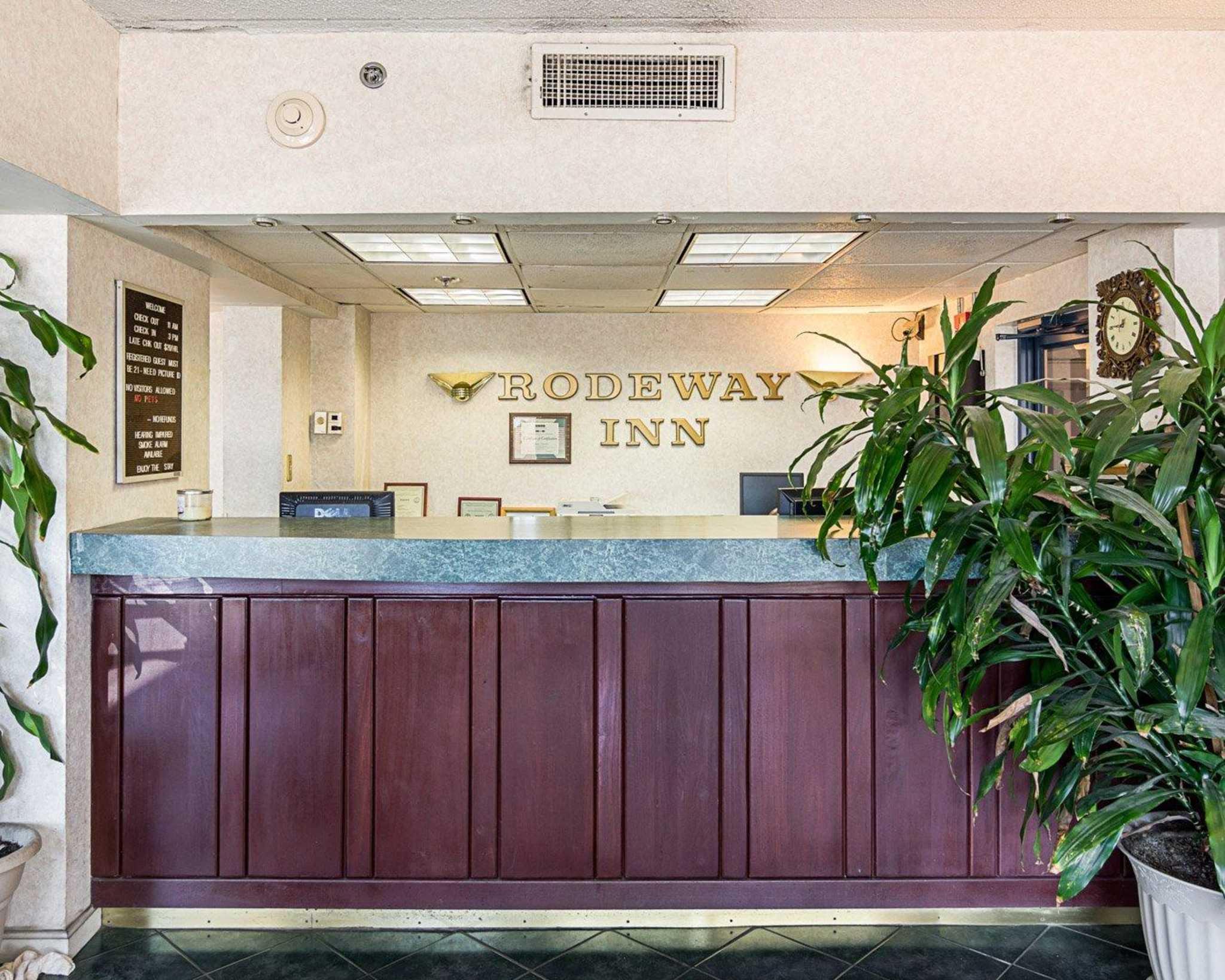 Rodeway Inn by the Beach image 4