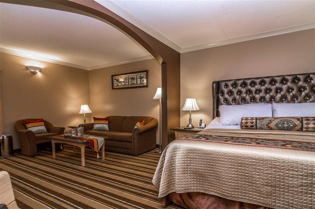 Best Western Marquis Inn & Suites in Prince Albert: King Suite Massage Bed