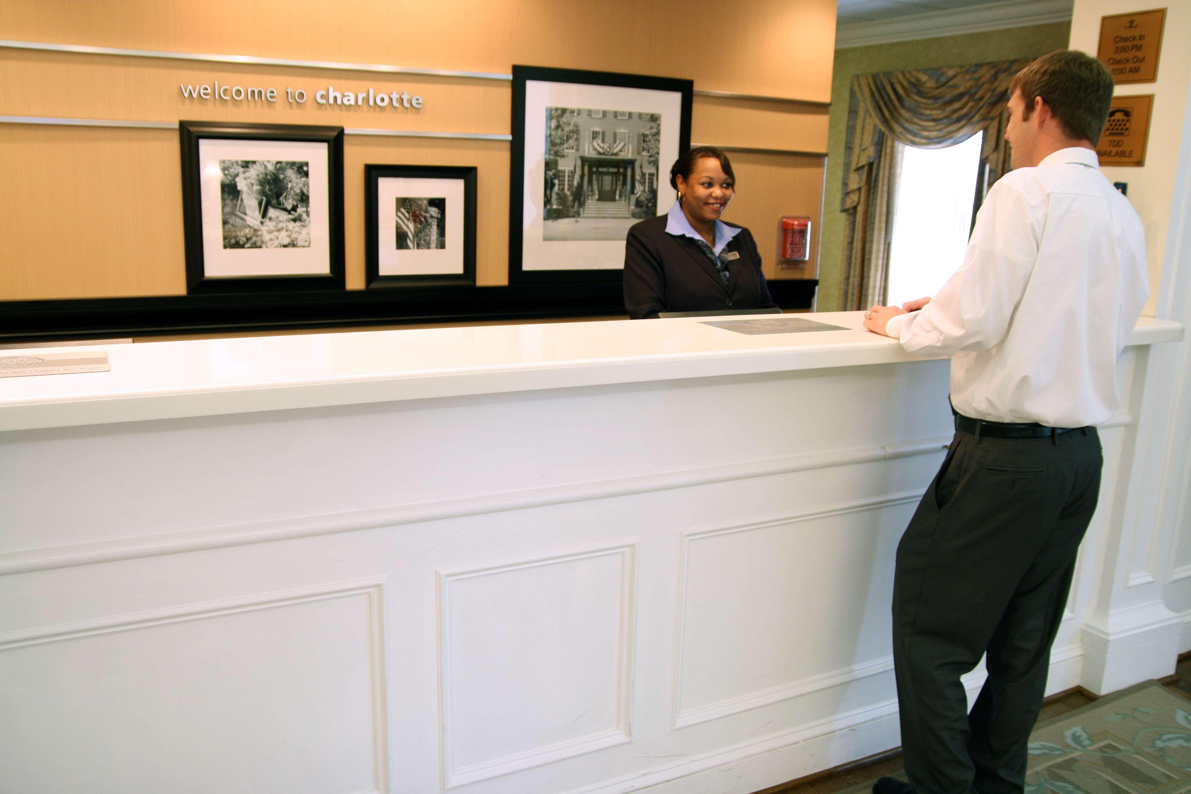 Hampton Inn & Suites Charlotte/South Park at Phillips Place image 4