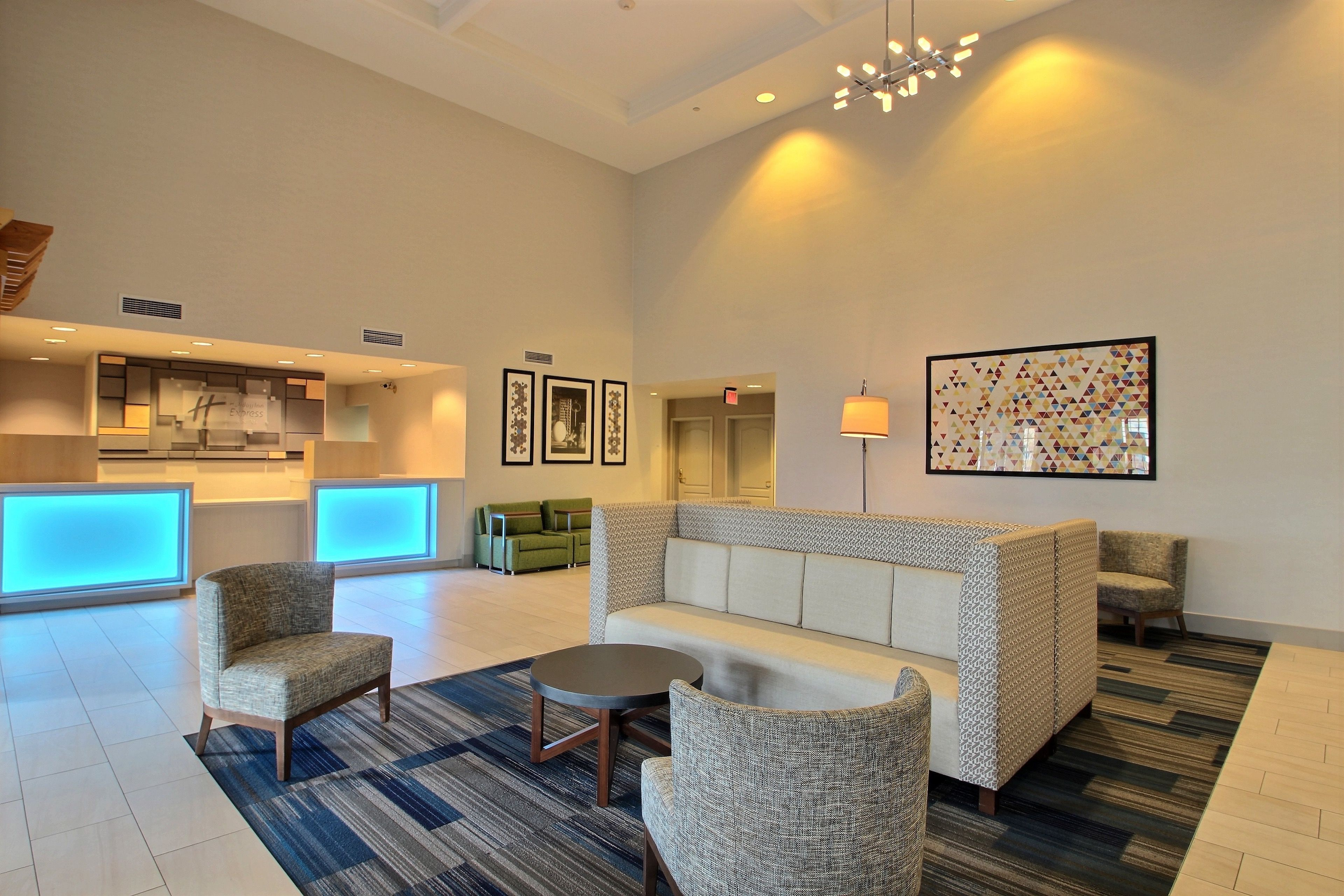 Holiday Inn Express Milwaukee Airport image 5