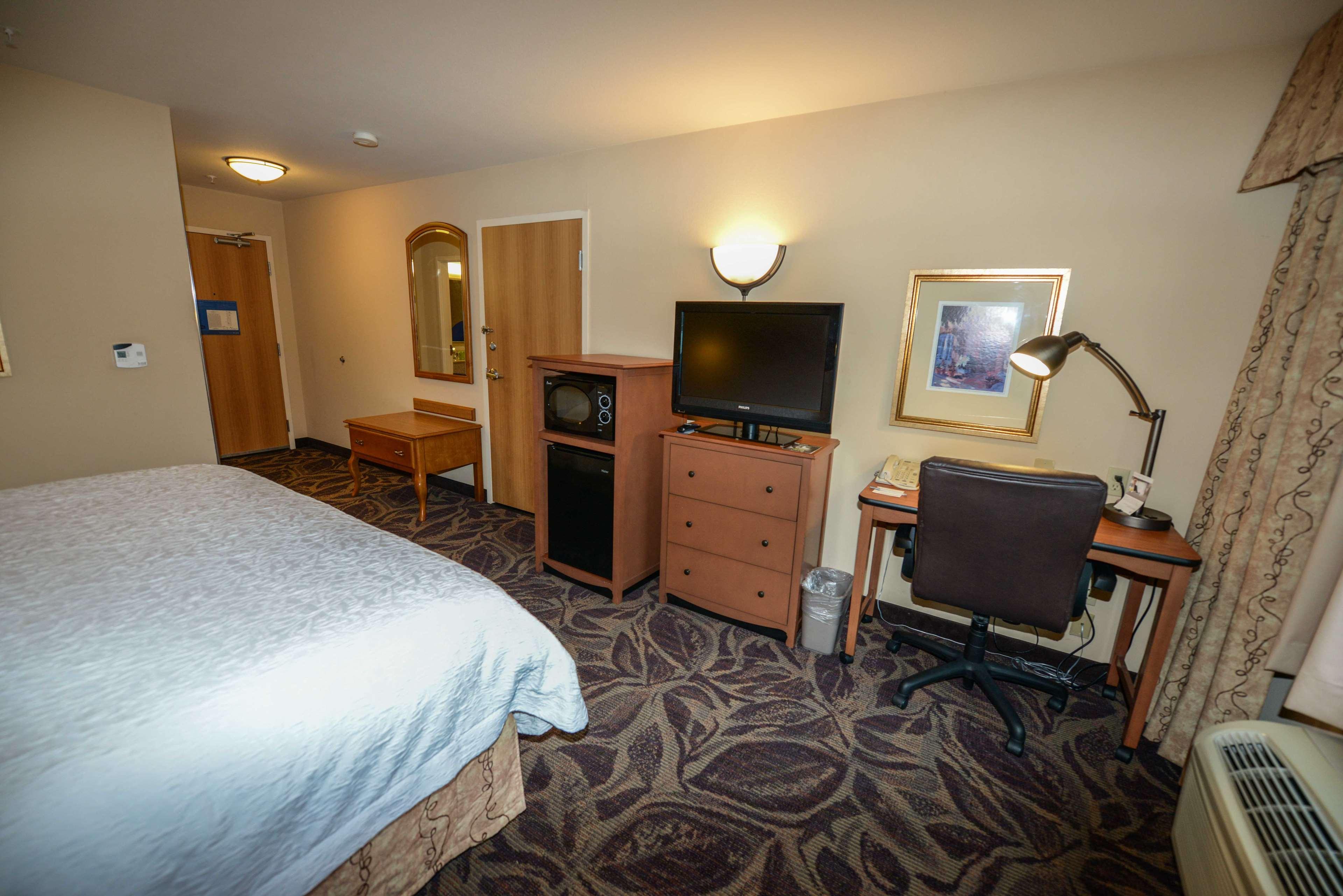 Hampton Inn & Suites Bremerton image 27