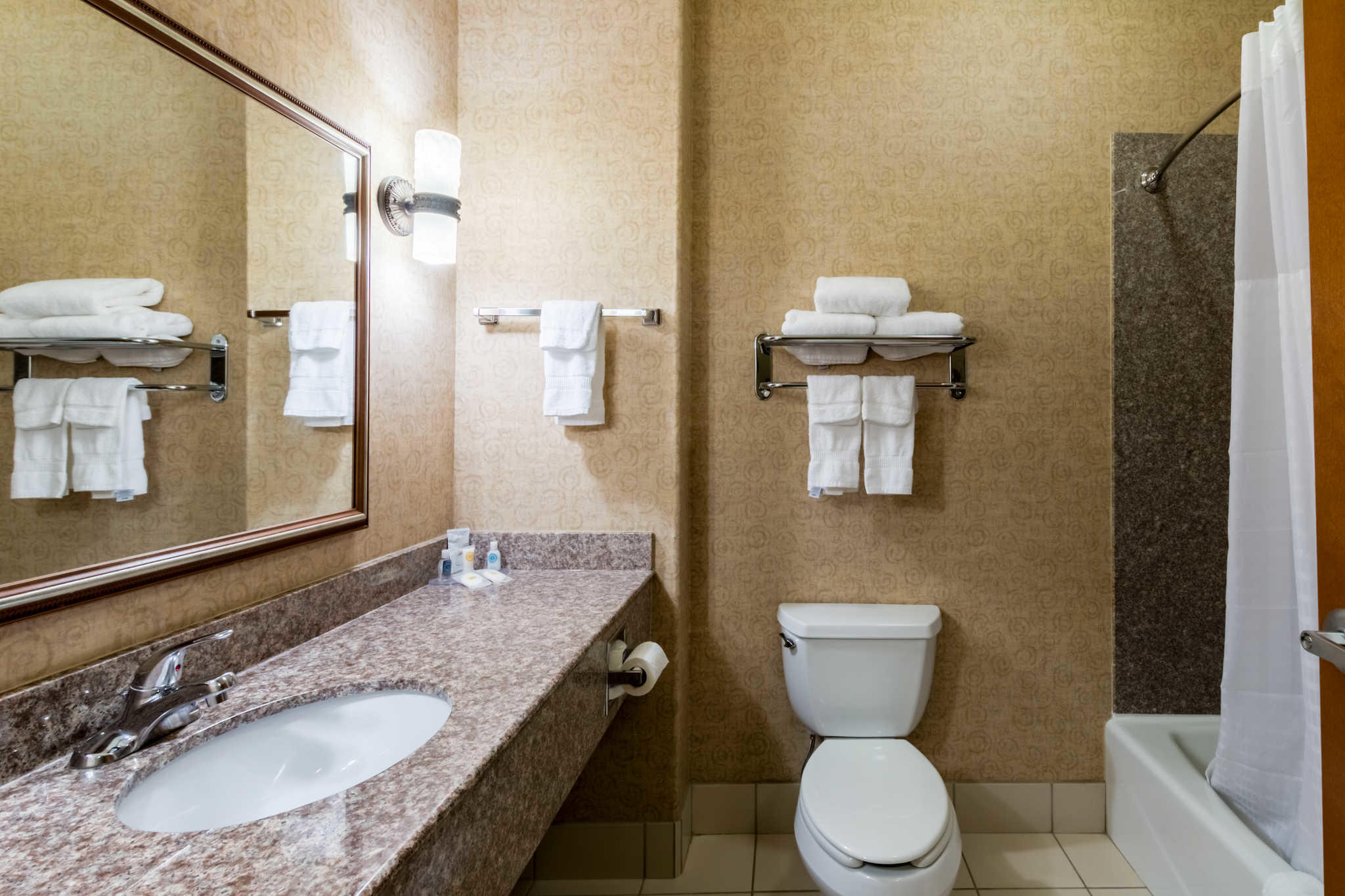 Comfort Inn & Suites near Comanche Peak image 15