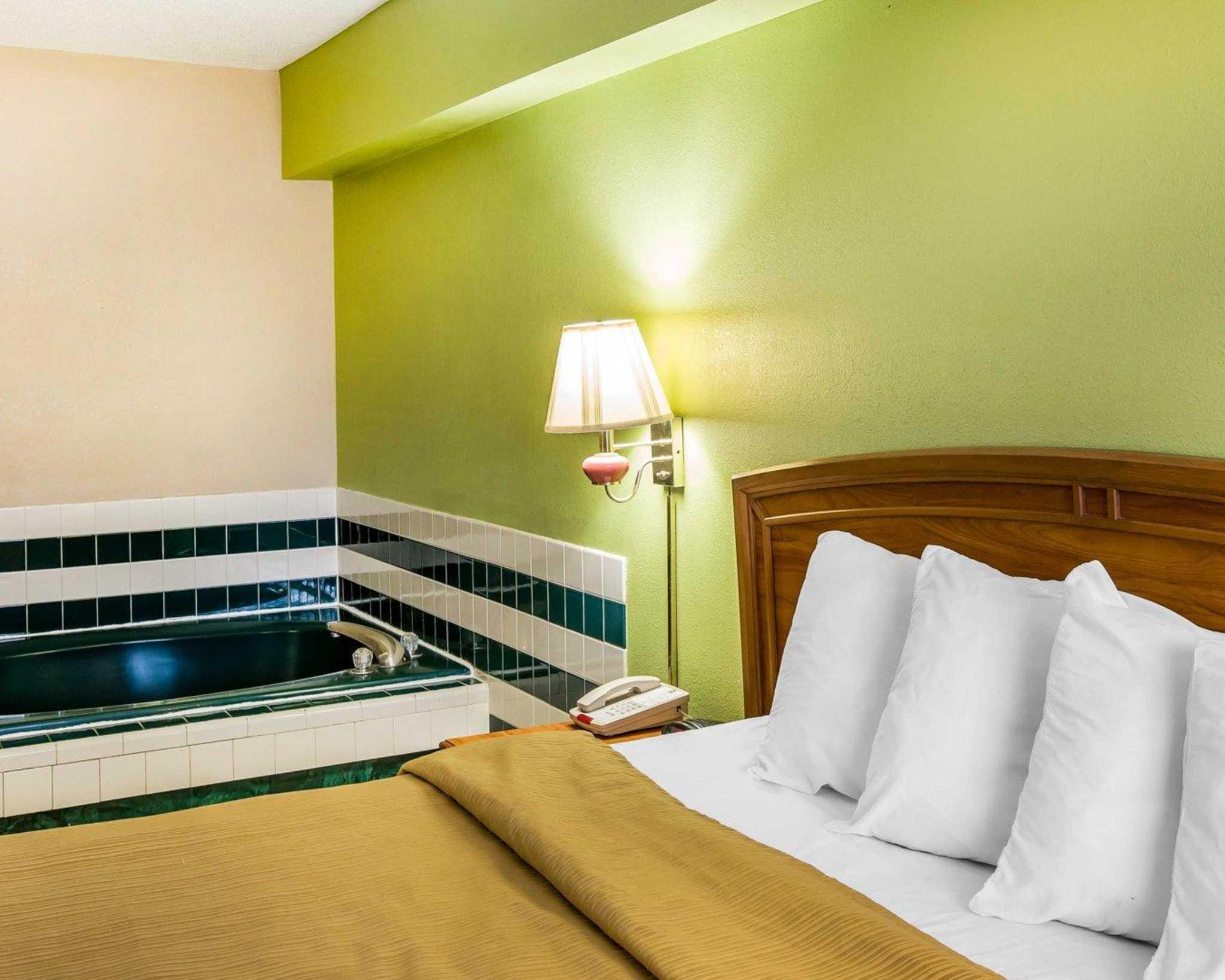Quality Inn & Suites Dublin image 8