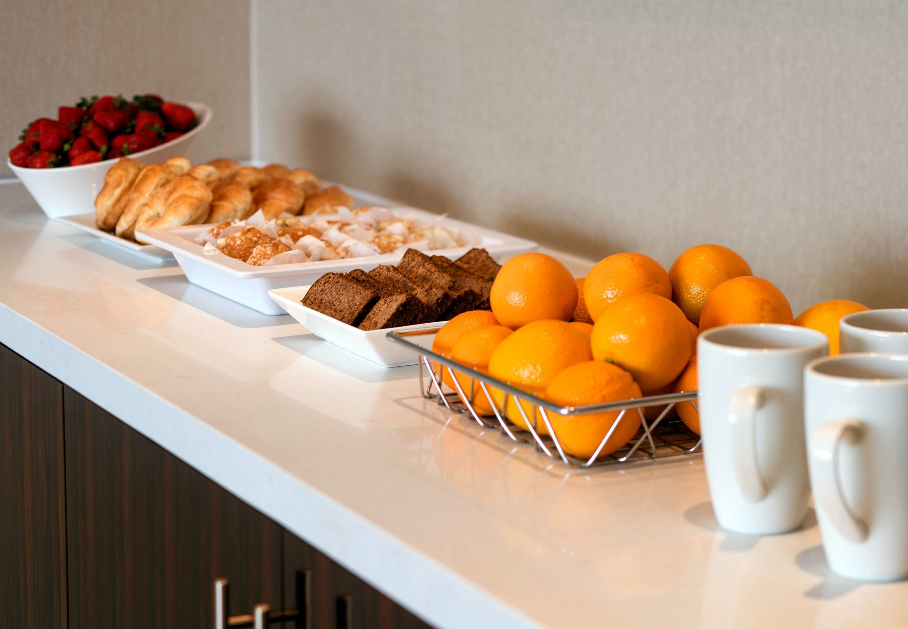 Meeting Room Catering - Meeting and event attendees can enjoy a delicious breakfast by utilizing our professional catering. Book a meeting space at our Burbank hotel today!