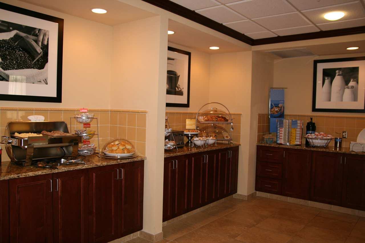 Hampton Inn & Suites Alexandria image 12