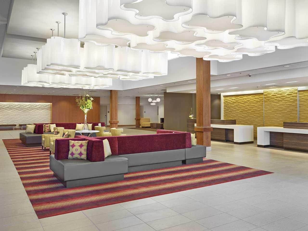 DoubleTree by Hilton Hotel West Edmonton in Edmonton: Lobby