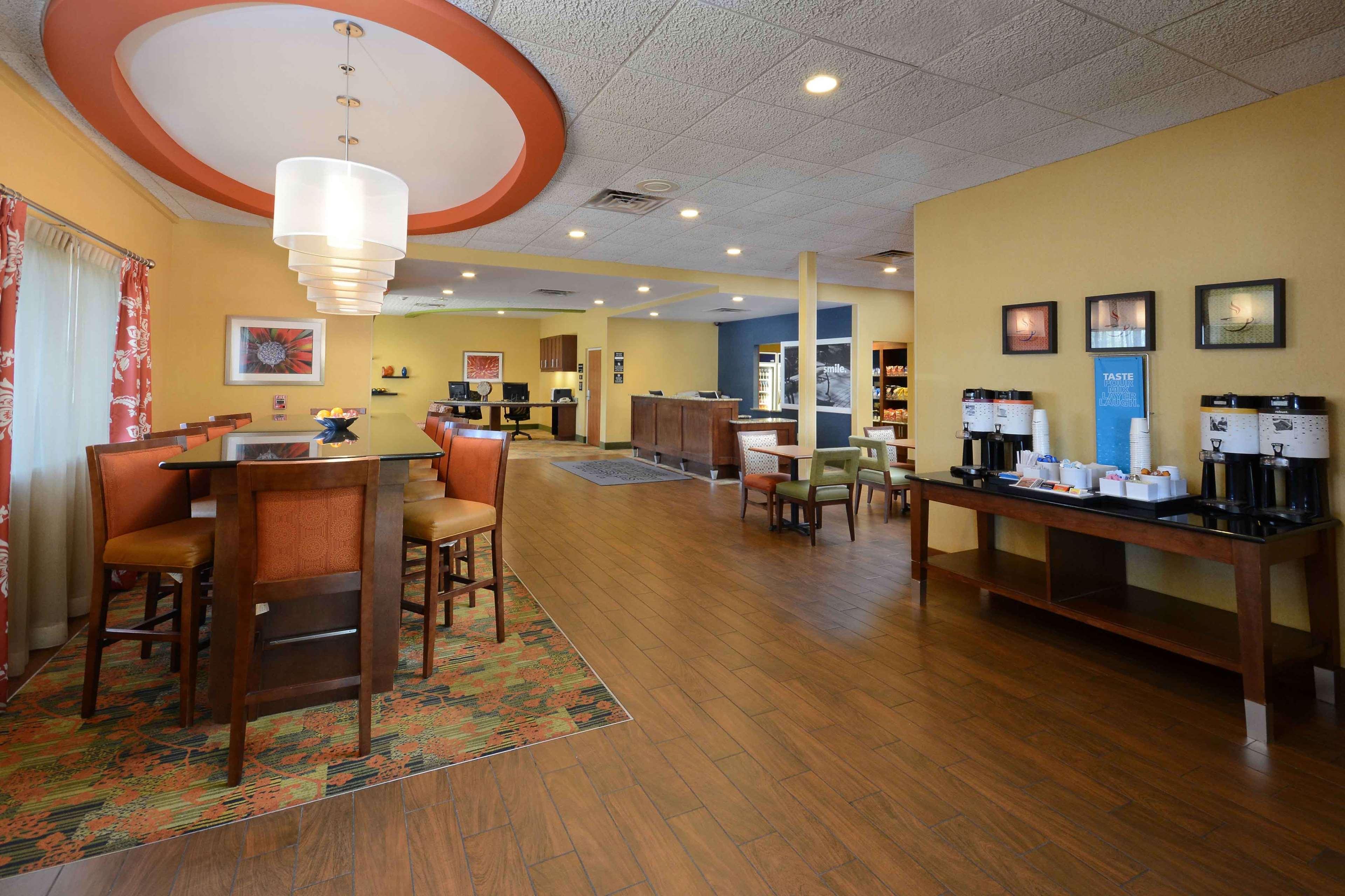 Hampton Inn Fayetteville Fort Bragg image 4