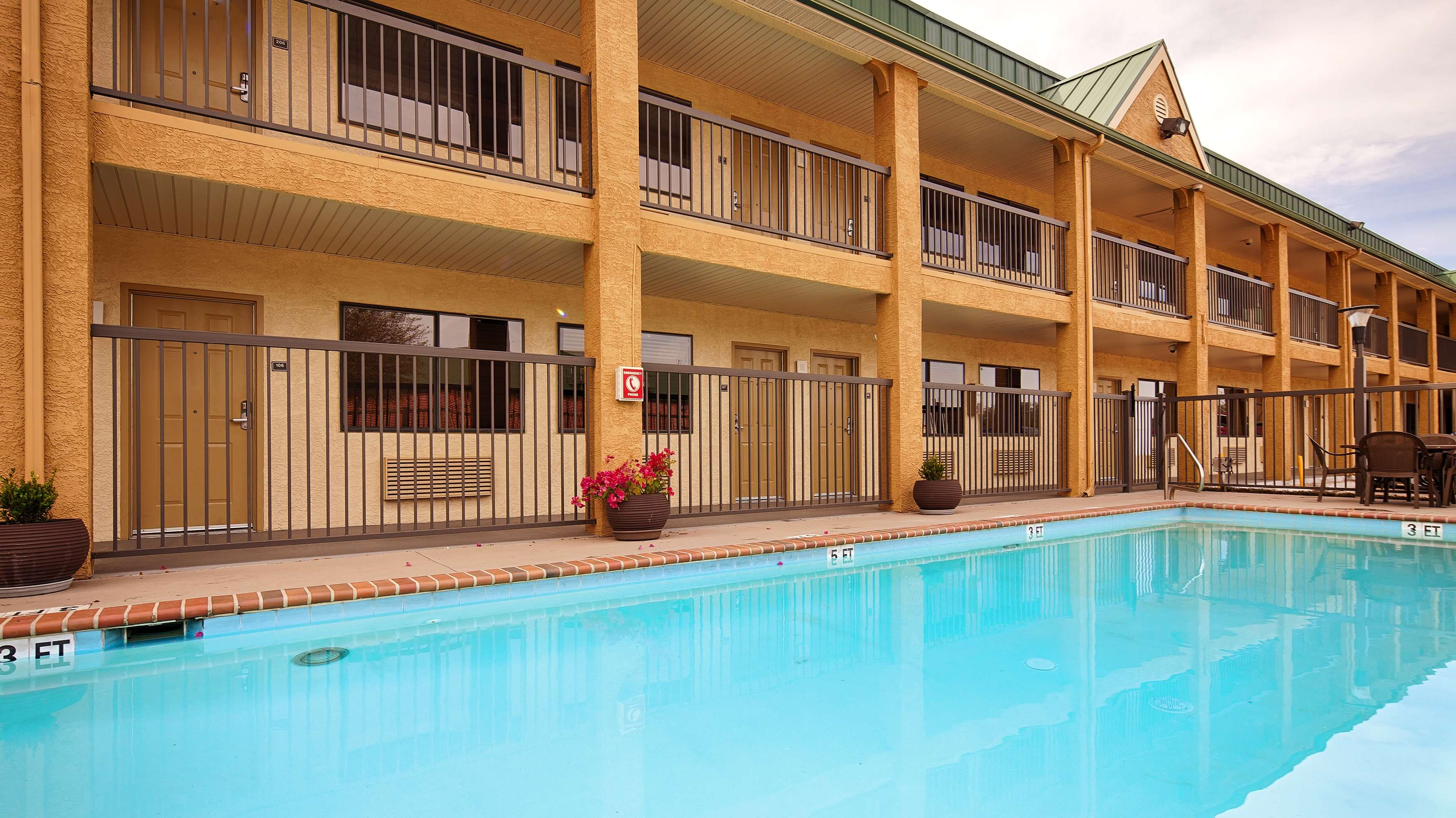 Best Western Cedar Inn image 8