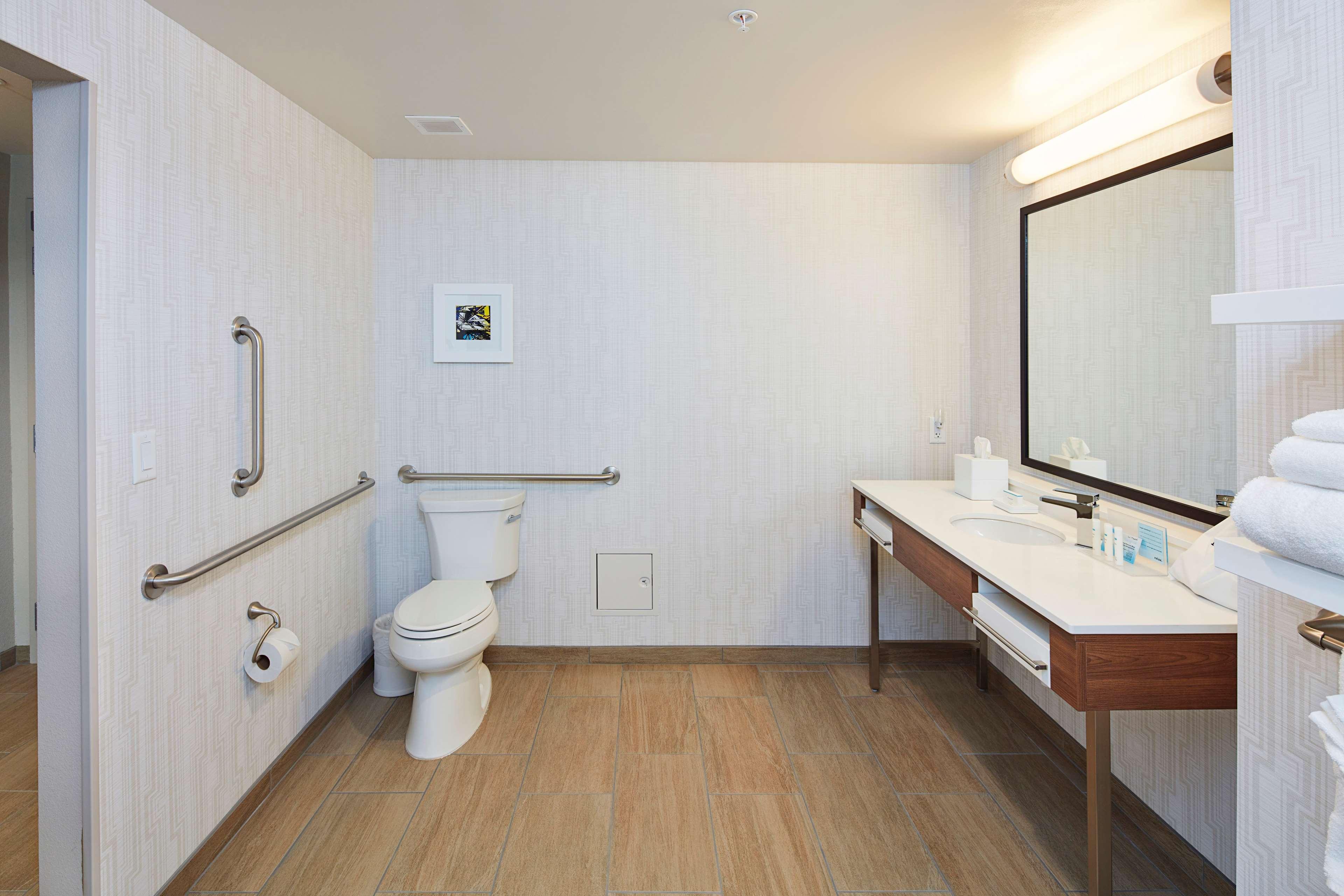 Hampton Inn & Suites Sacramento at CSUS image 36