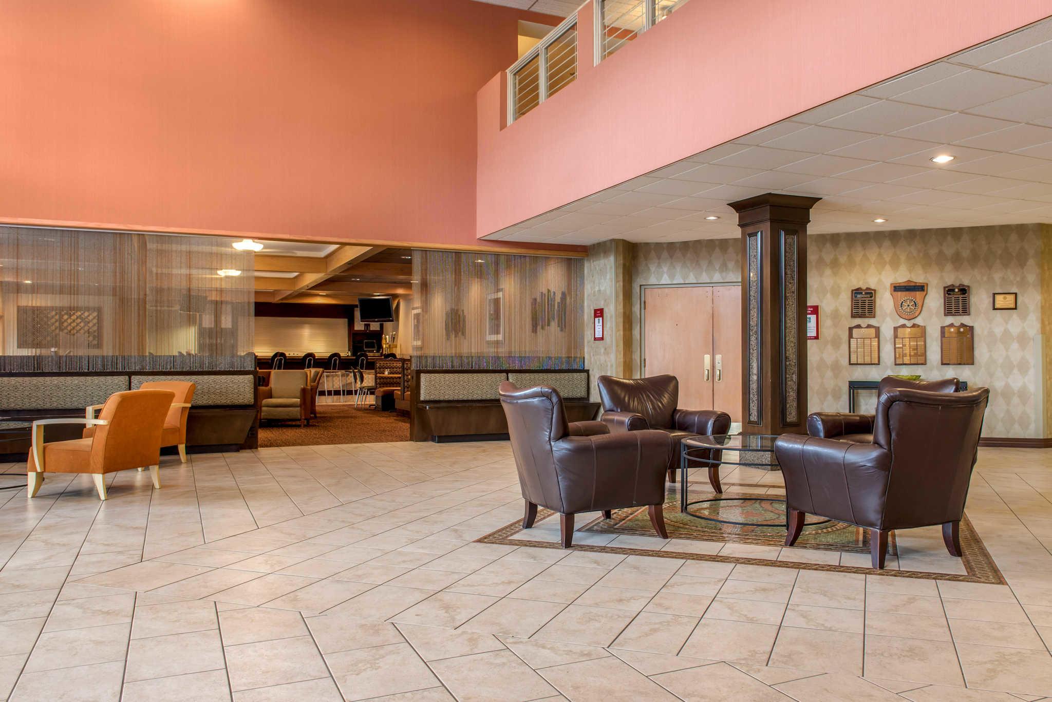 Quality Hotel - Cincinnati Blue Ash image 4