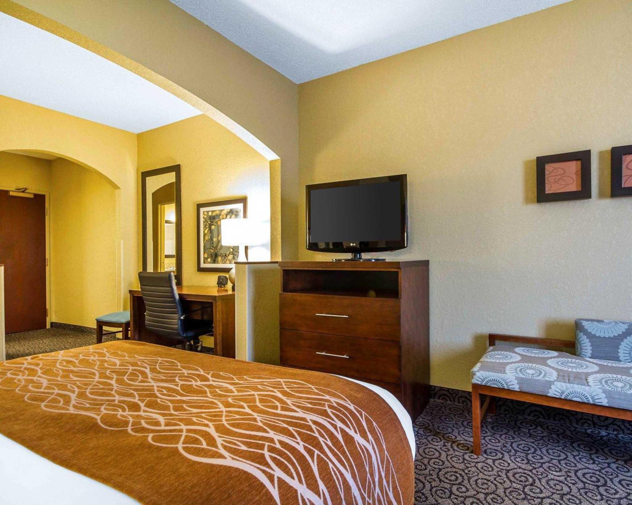 Comfort Suites image 3