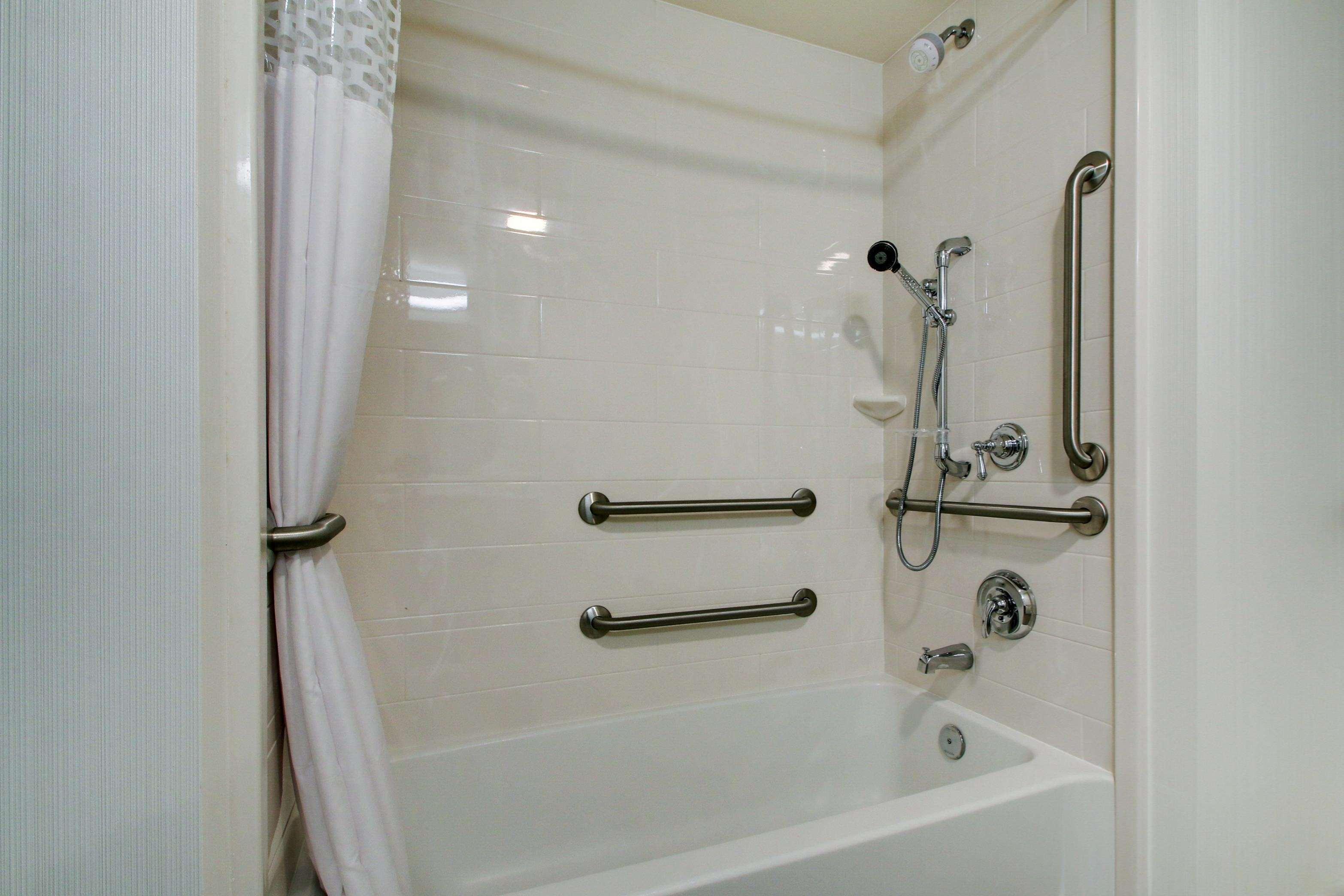 Hampton Inn & Suites Milwaukee West image 36