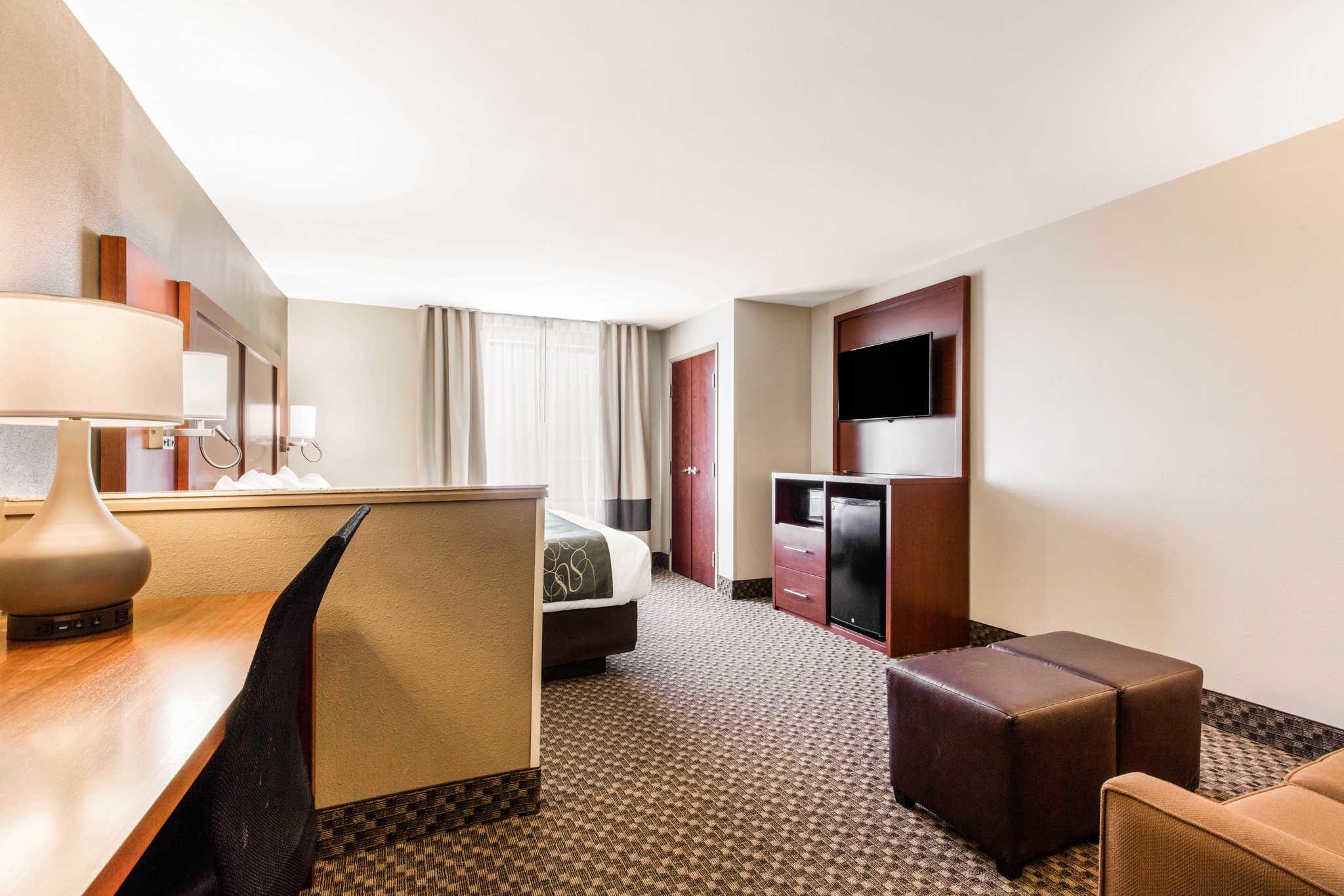Comfort Suites image 20