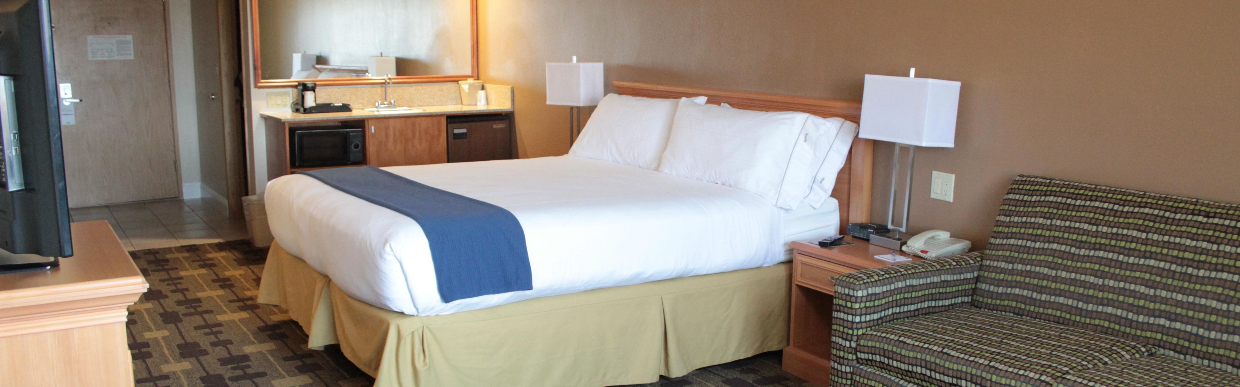 Holiday Inn Express & Suites Corning image 1