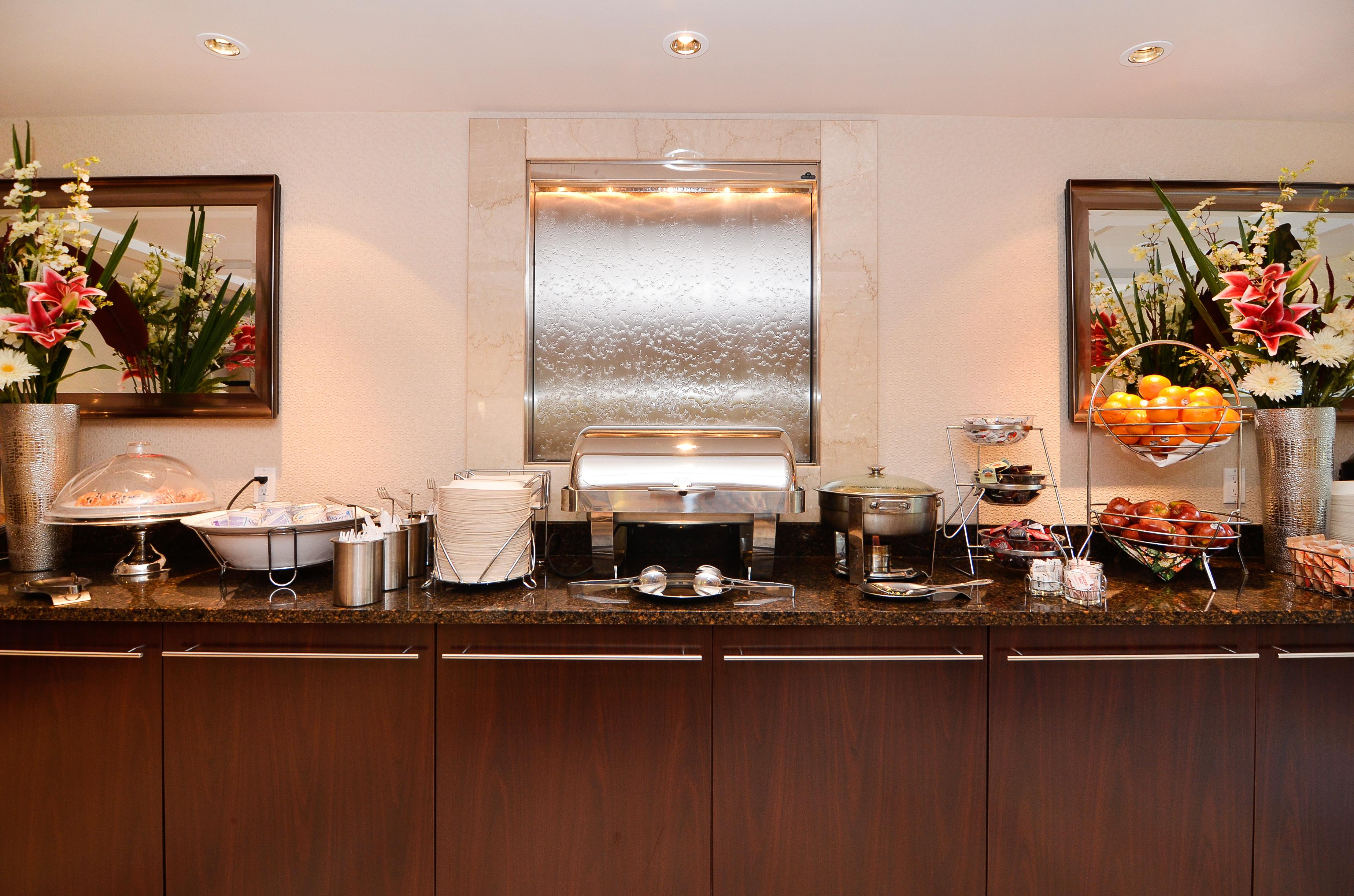 Best Western Plus Regency Inn & Conference Centre in Abbotsford: Breakfast Area