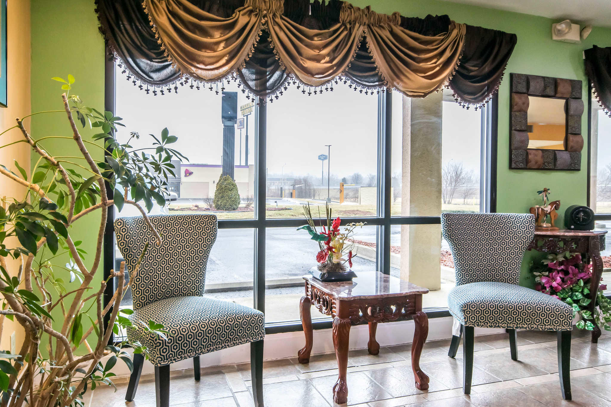Econo Lodge Inn & Suites I-65 image 6