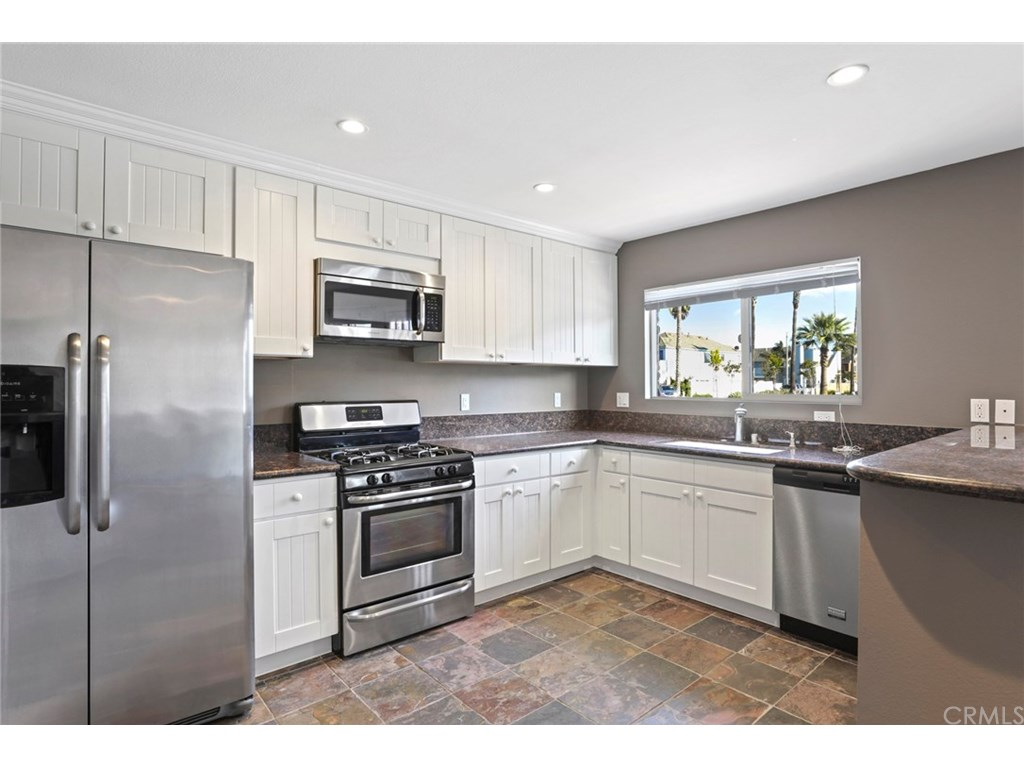 Agent Mary Lou Skowronski - Real Estate Newport Beach California