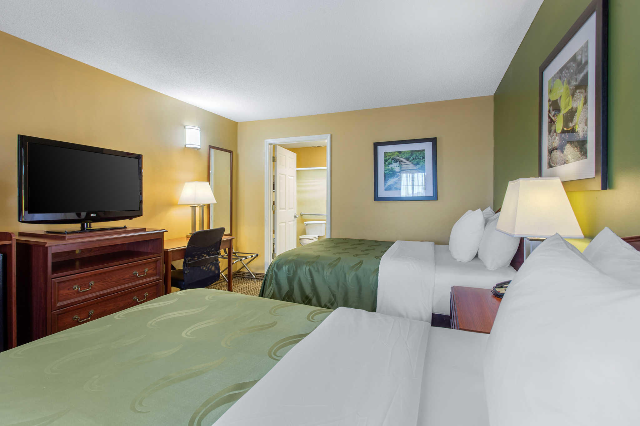 Quality Inn image 9