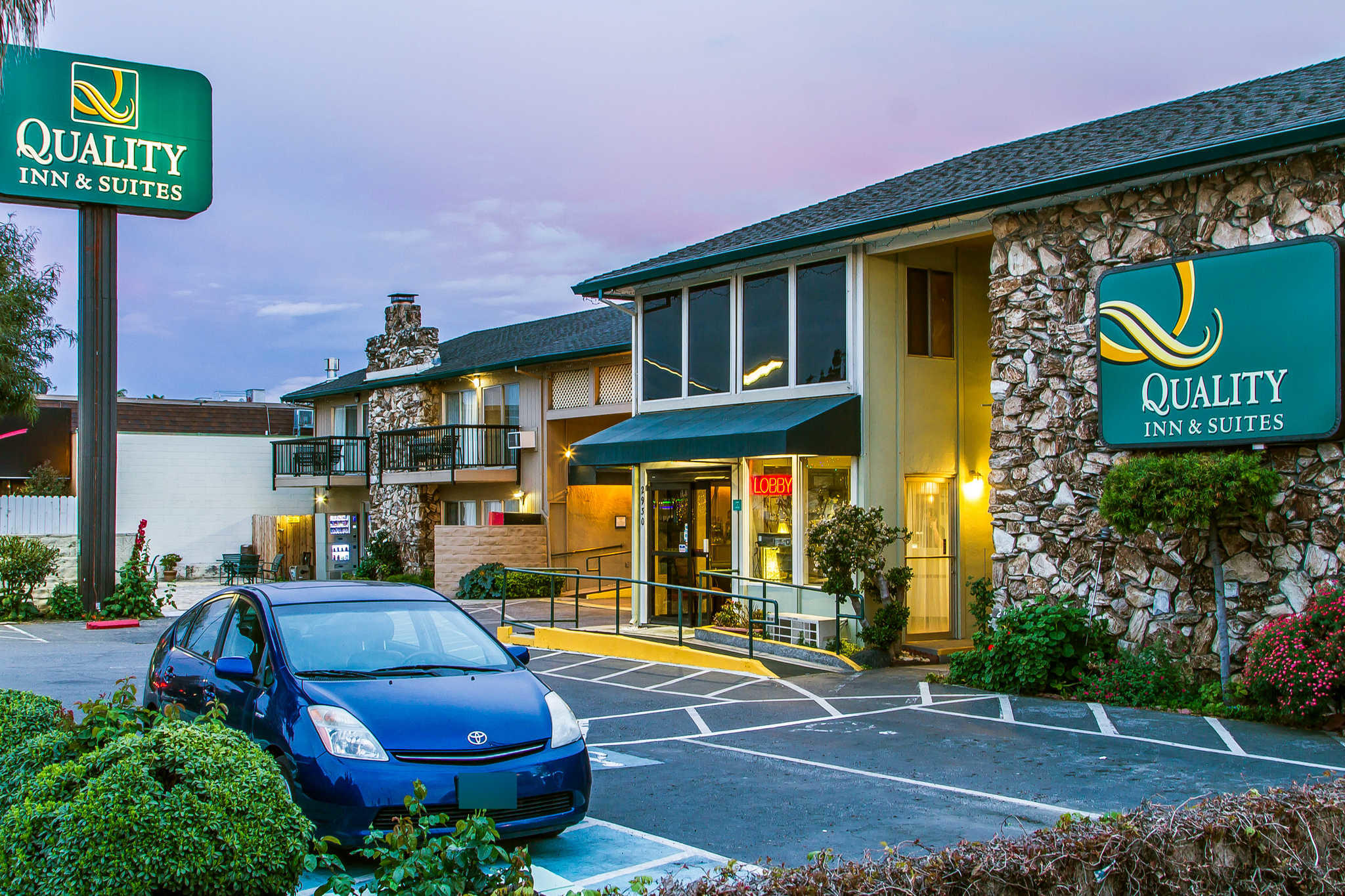 Quality Inn & Suites Silicon Valley image 1
