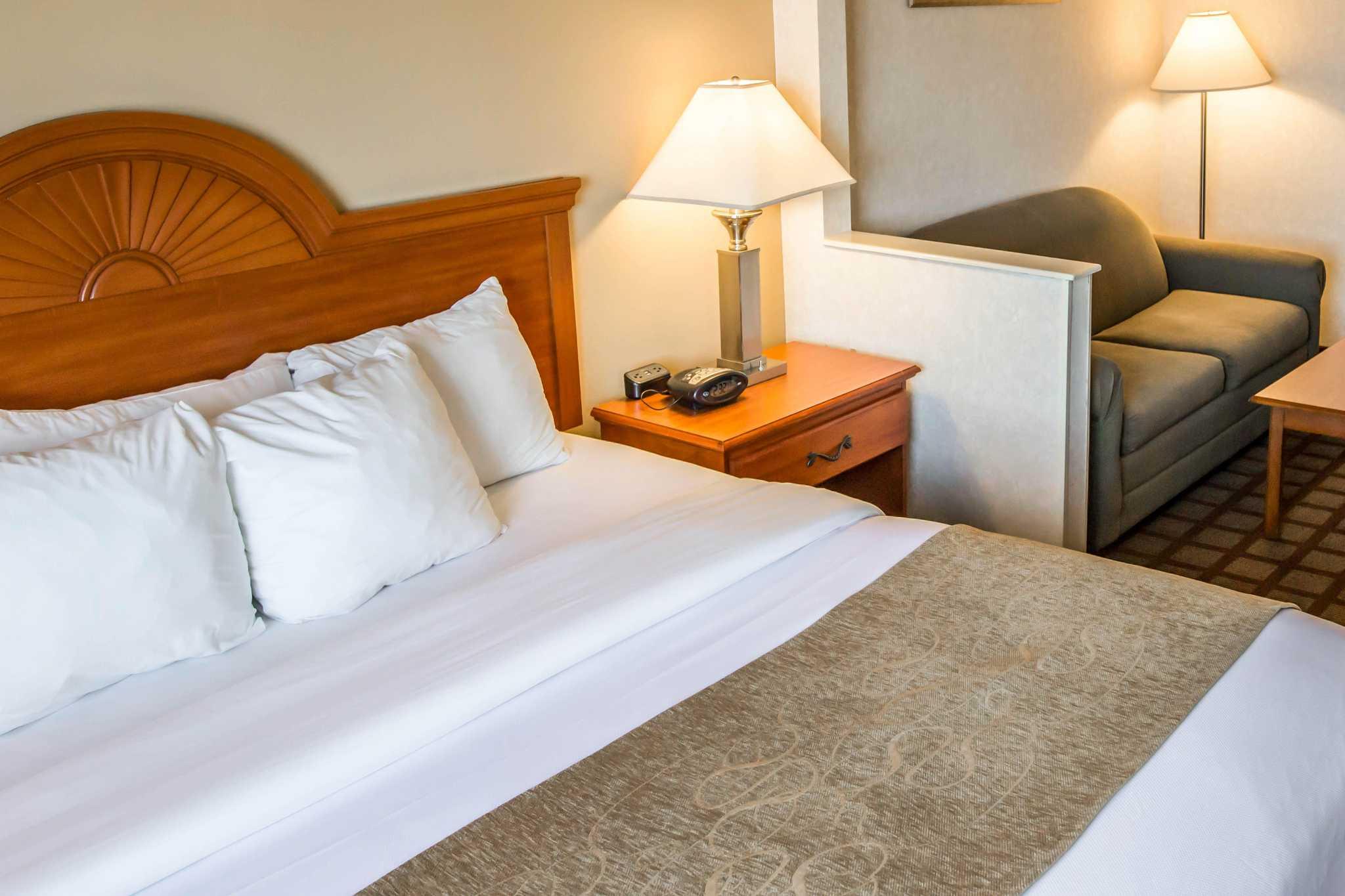 Comfort Suites image 30