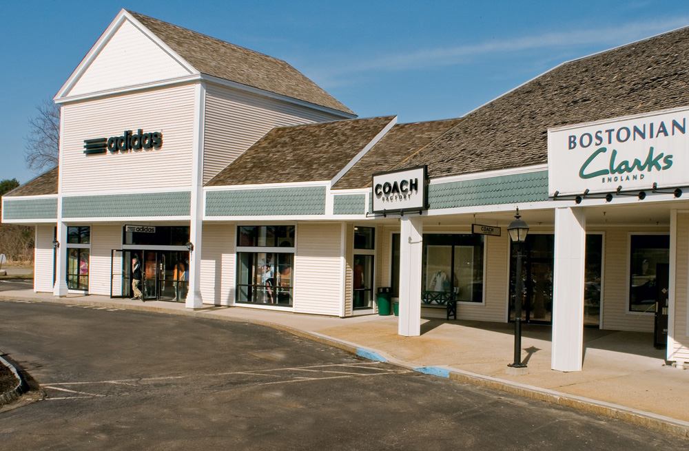 Find all of the stores, dining and entertainment options located at Woodbury Common Premium Outlets®.