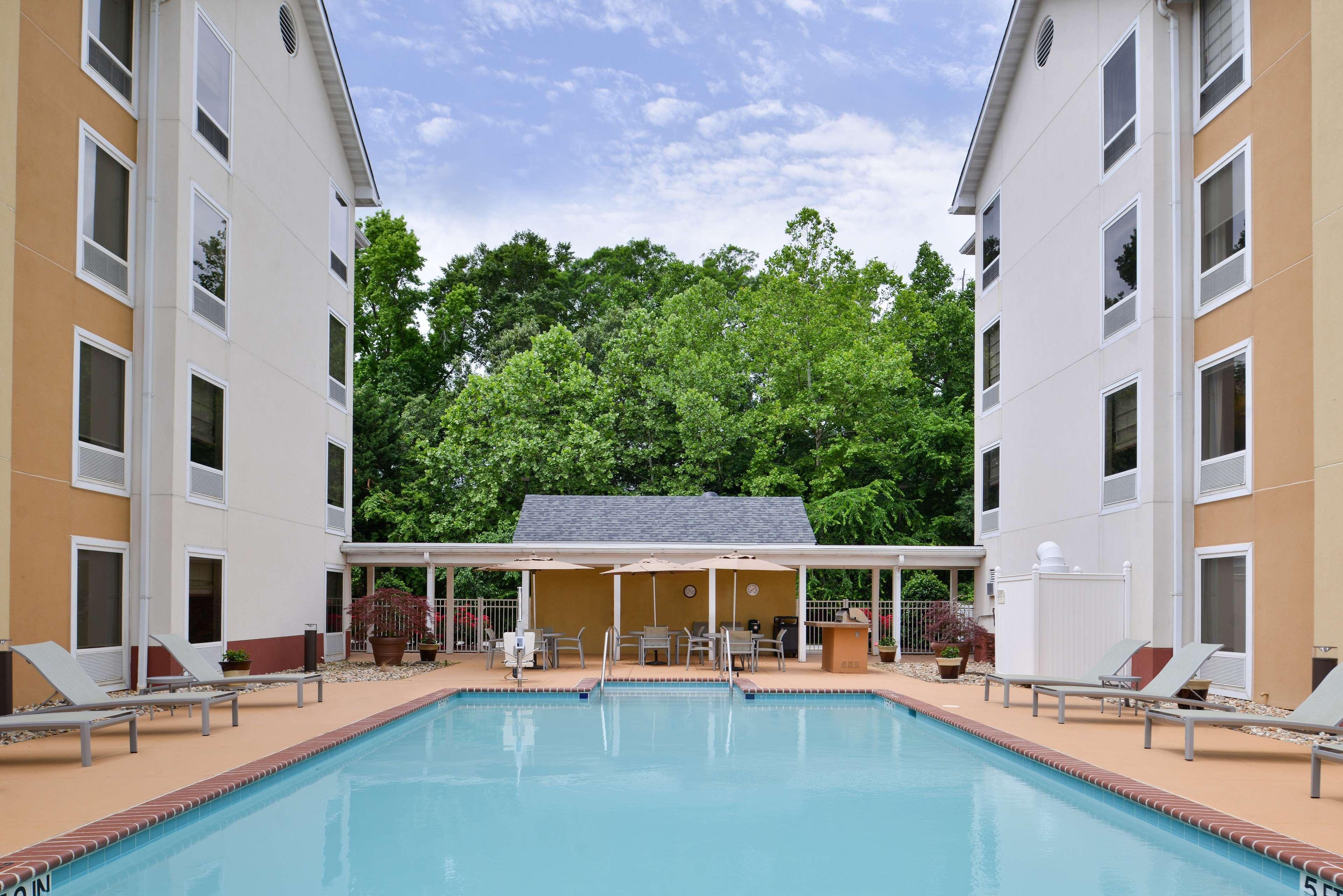 Hampton Inn & Suites Newport News (Oyster Point) image 8