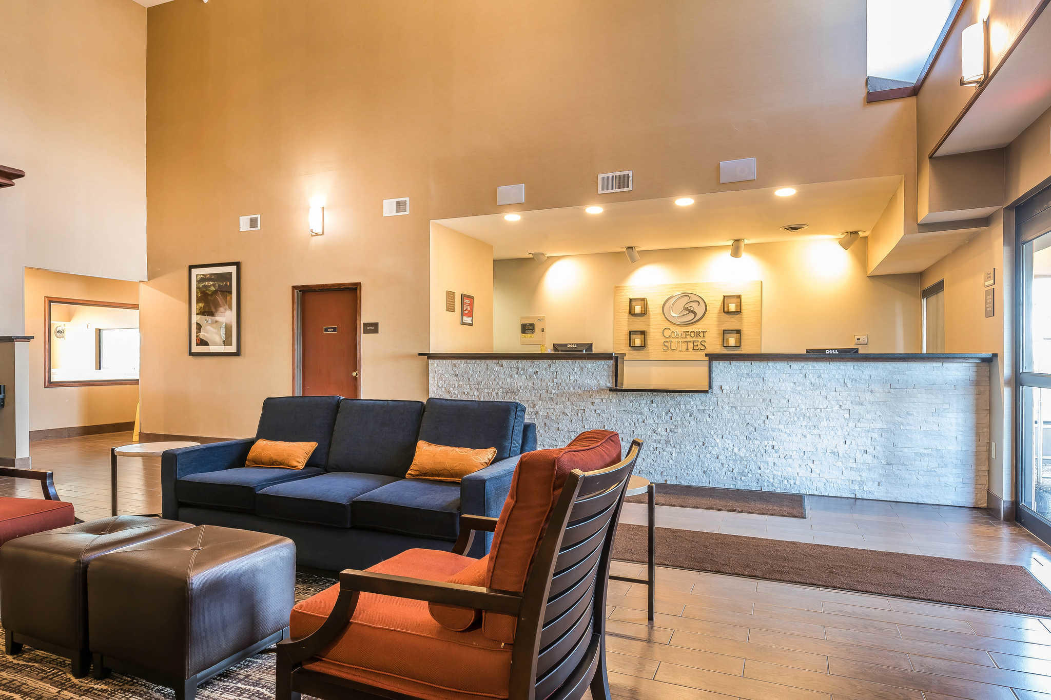 Comfort Suites North image 19