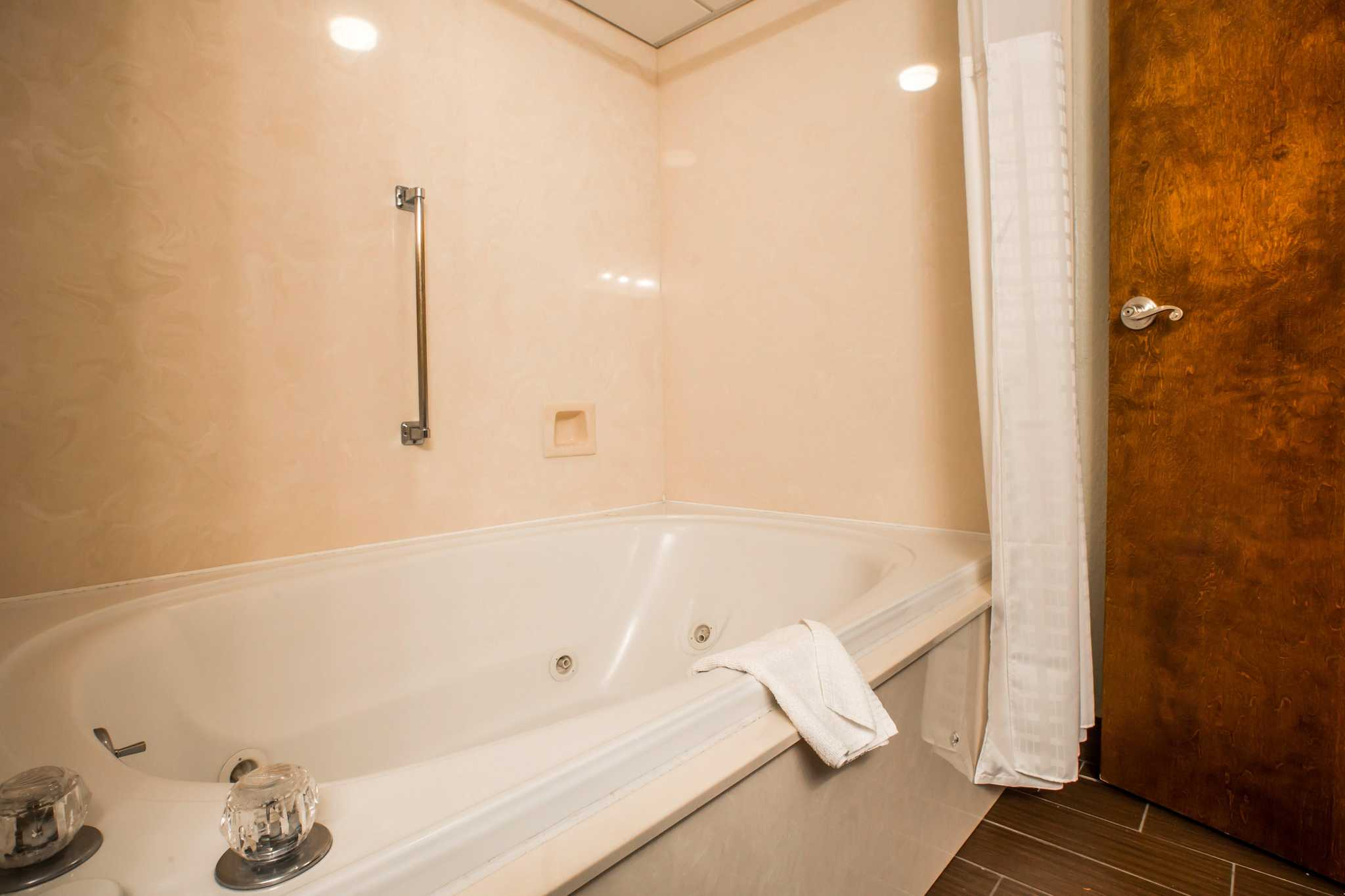 Comfort Inn & Suites at Dollywood Lane image 11