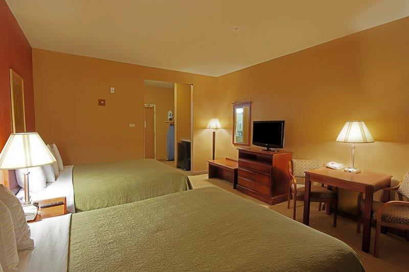Best Western Plus Denton Inn & Suites image 48