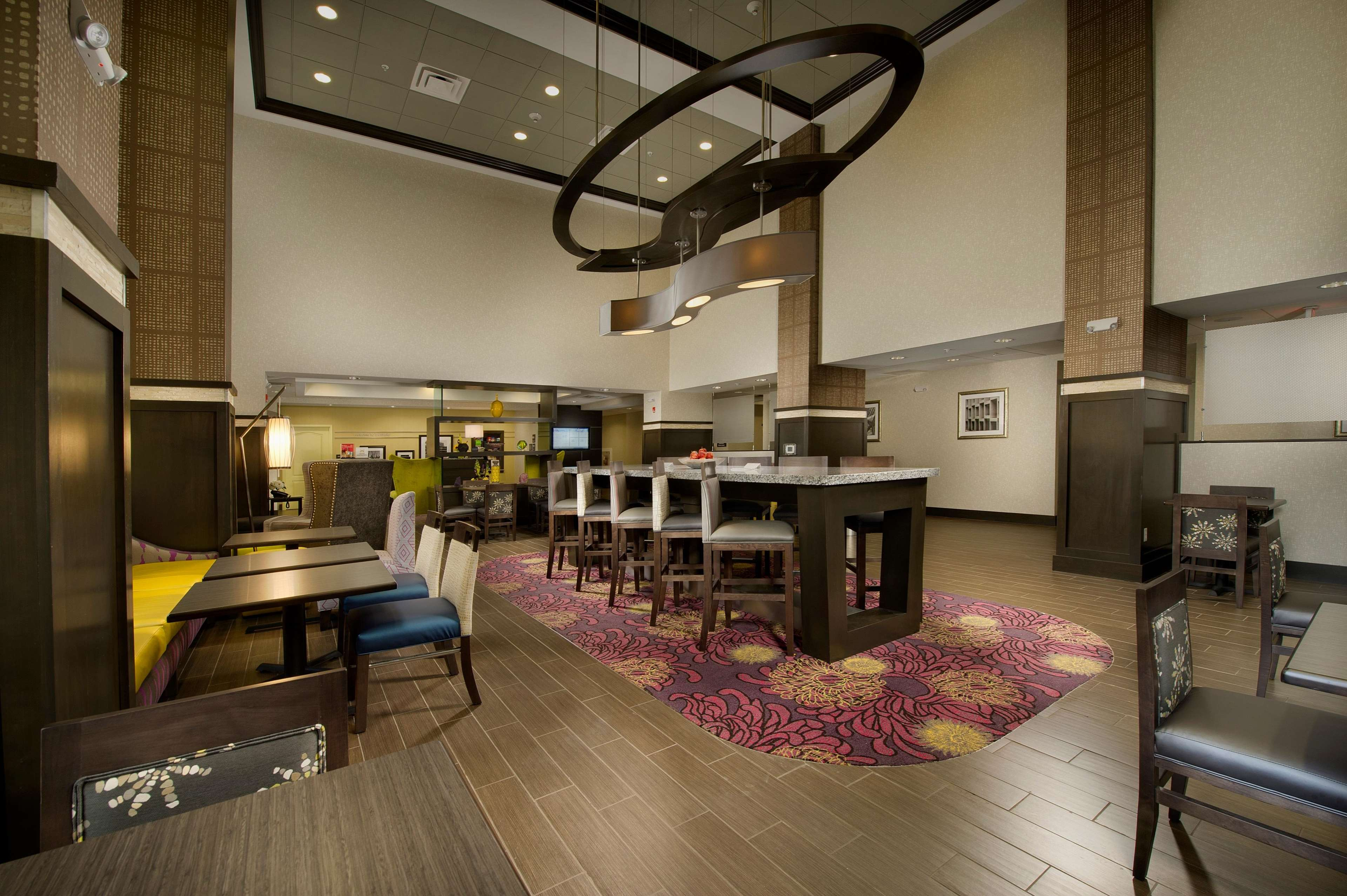 Hampton Inn & Suites Buffalo Airport image 3