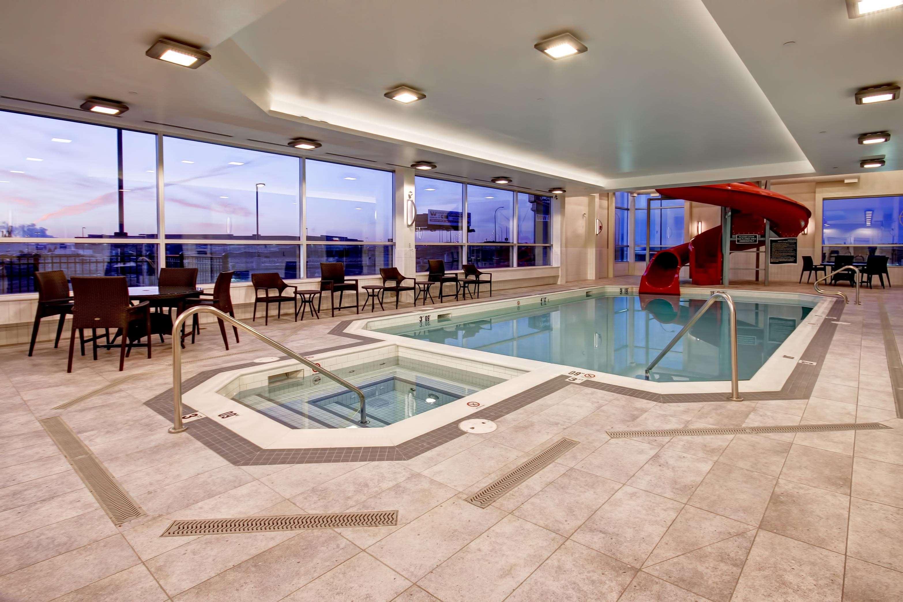 Hampton Inn Suites By Hilton Medicine Hat Medicine Hat Ab Ourbis