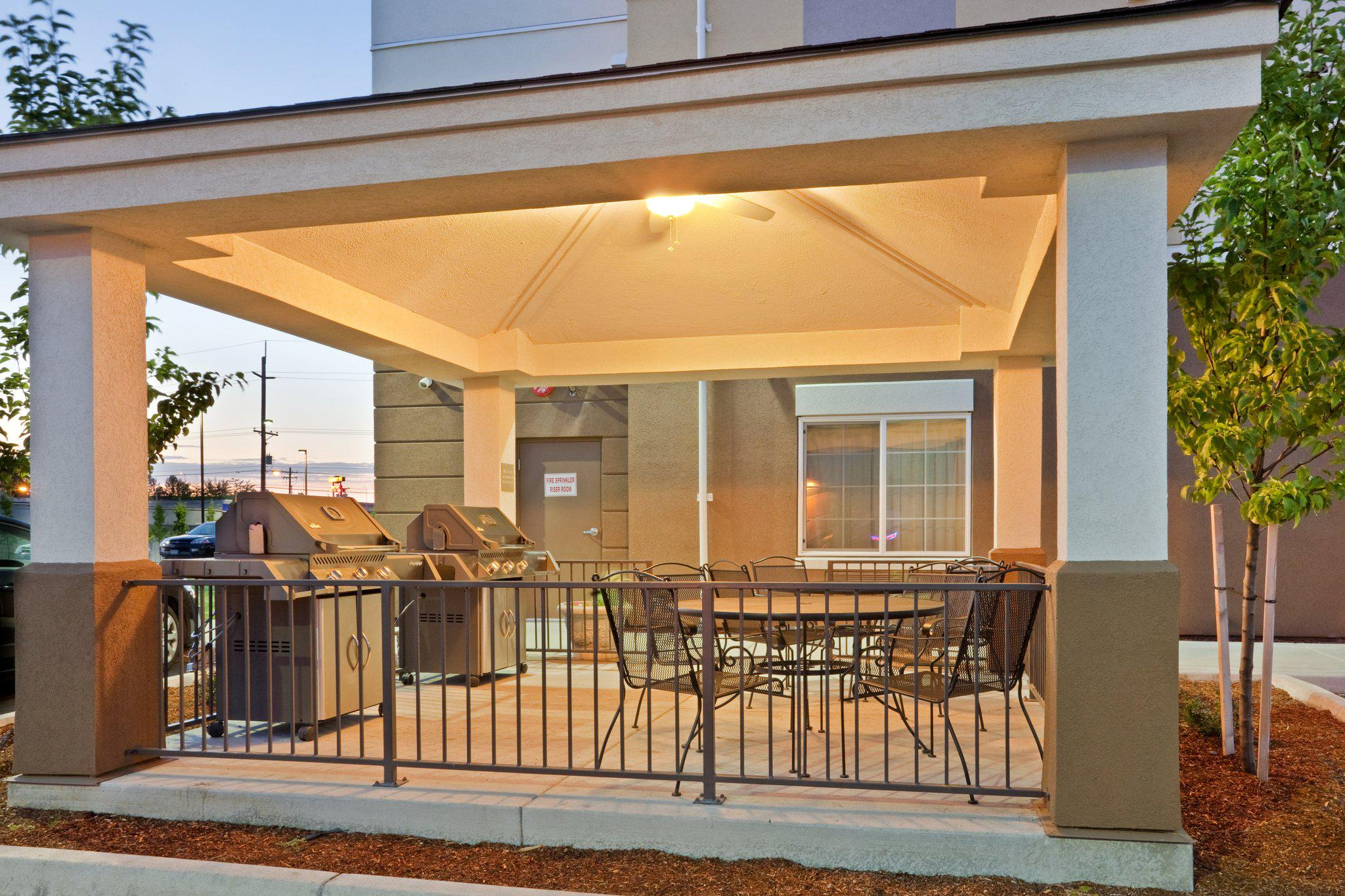 Candlewood Suites Portland-Airport, an IHG Hotel