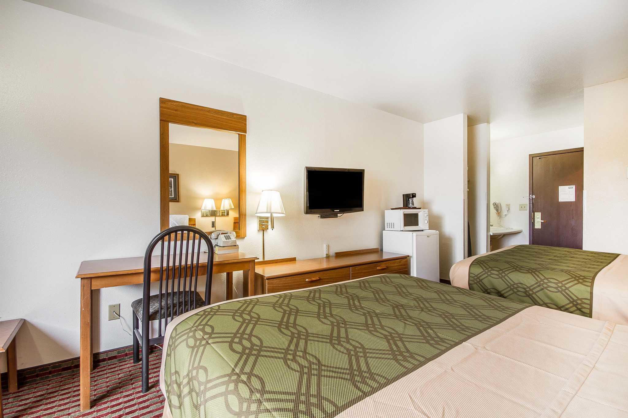Rodeway Inn & Suites WI Madison-Northeast image 3