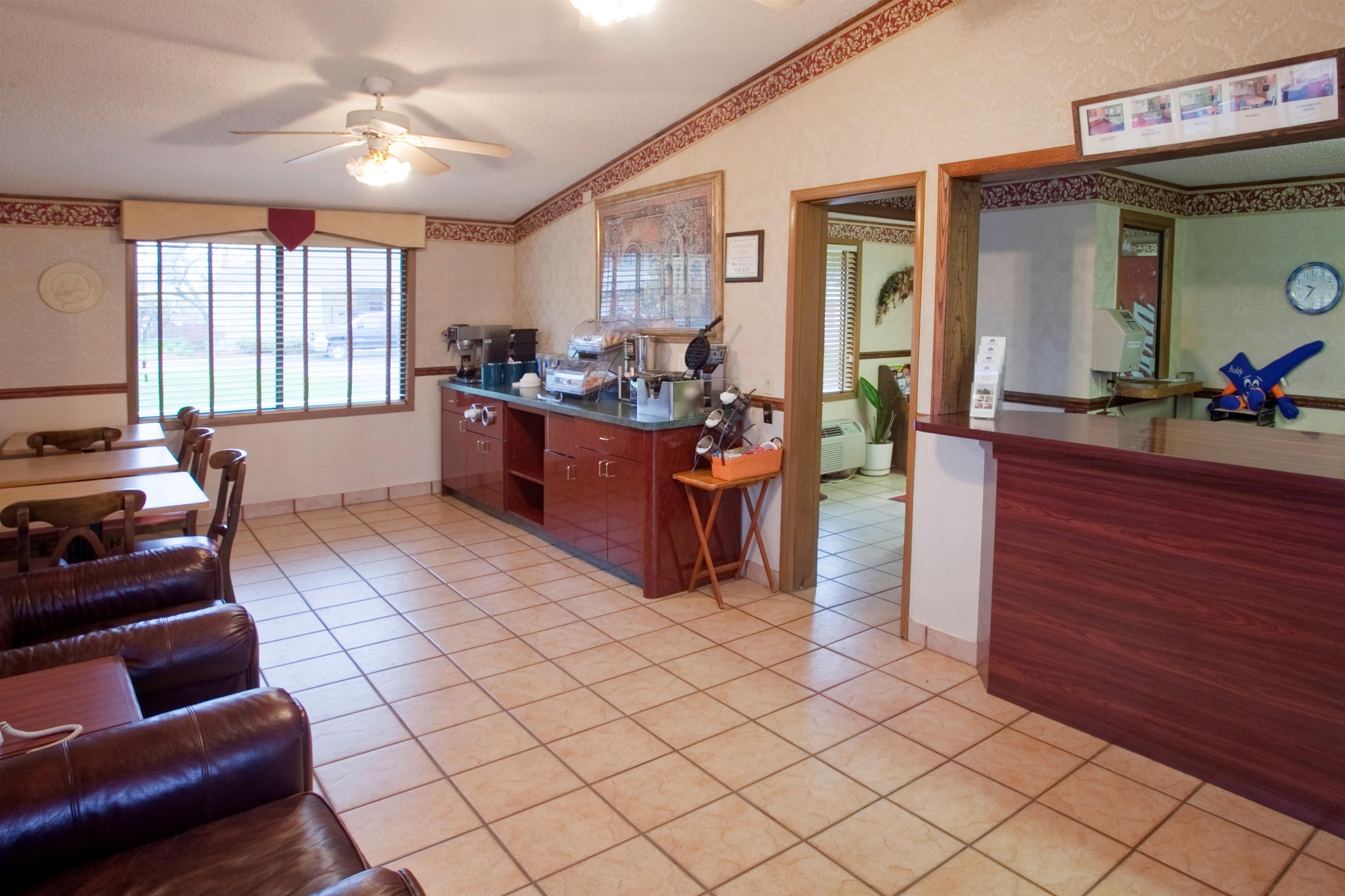 Americas Best Value Inn & Suites Monroe image 2