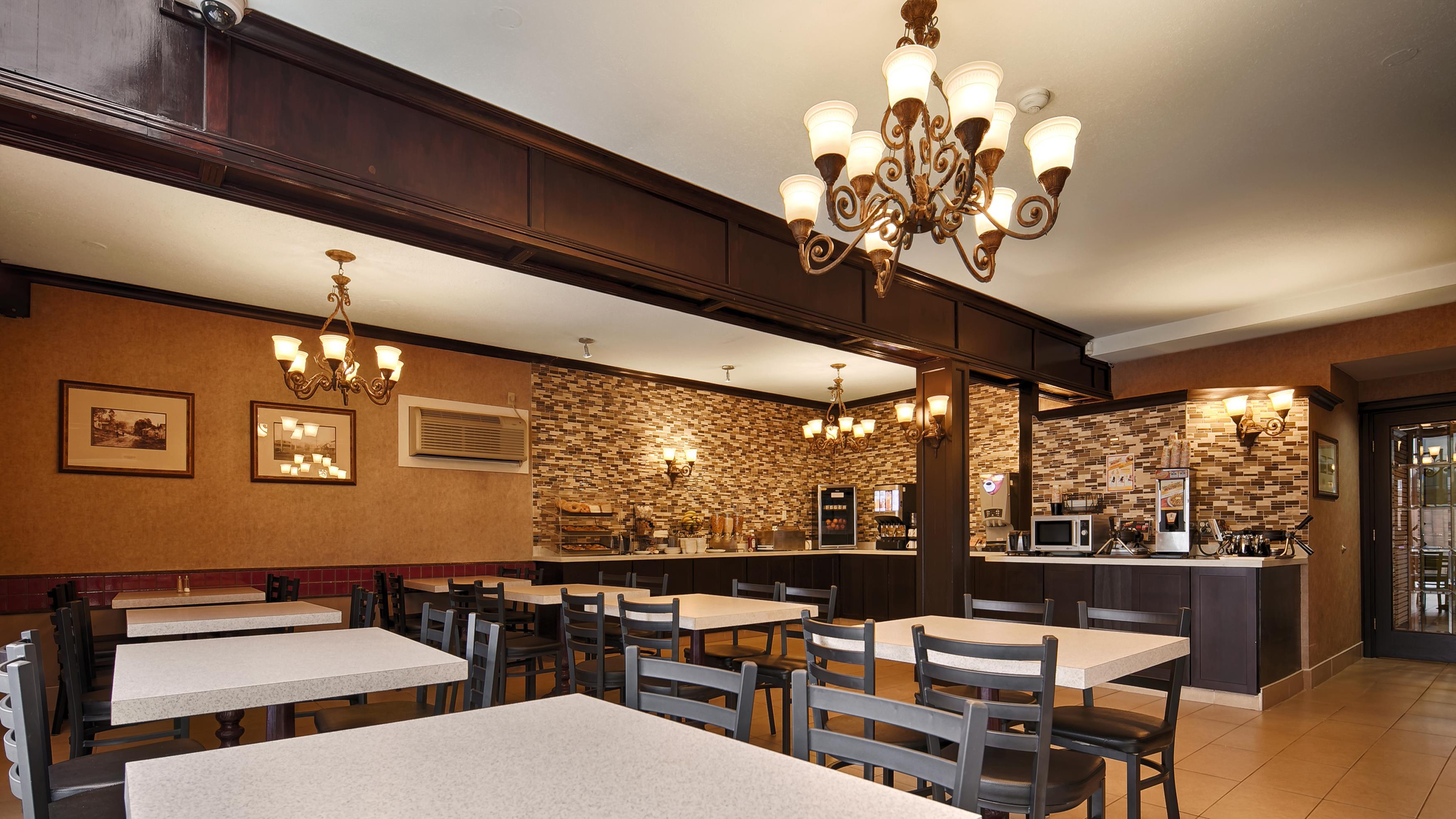 Best Western Chelsea Inn in Coquitlam: Breakfast Area