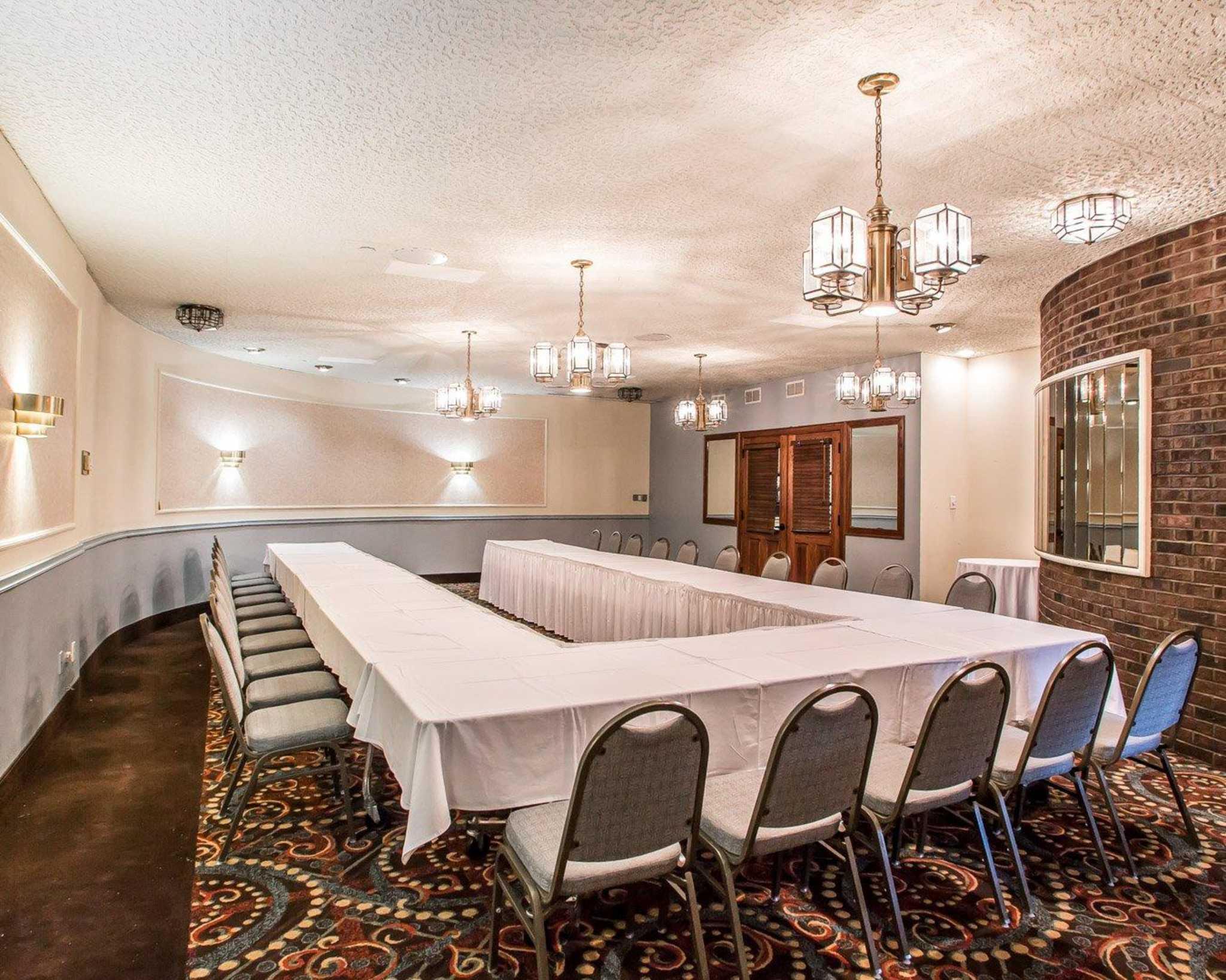 Clarion Hotel Highlander Conference Center image 18