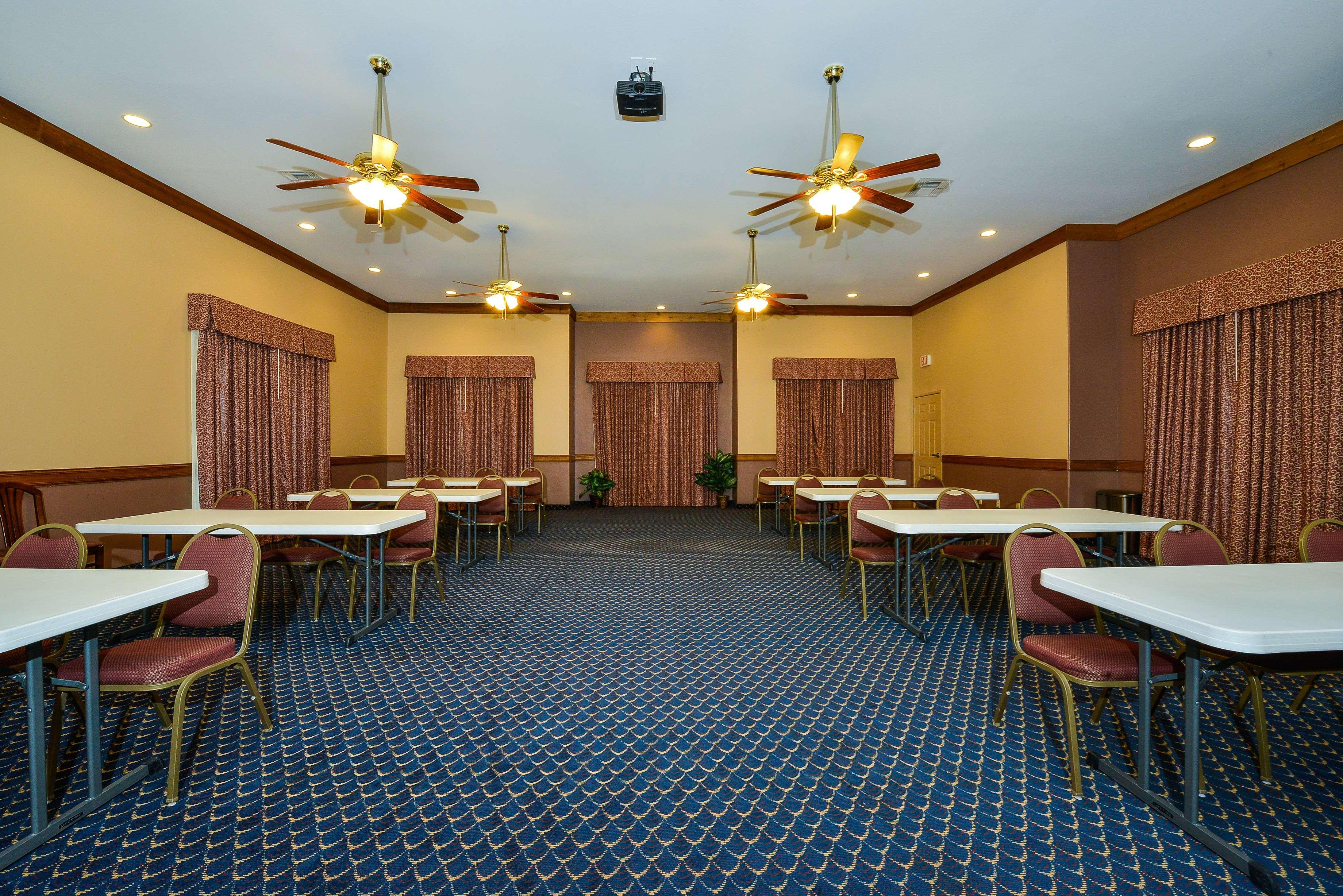Best Western Windwood Inn & Suites image 33