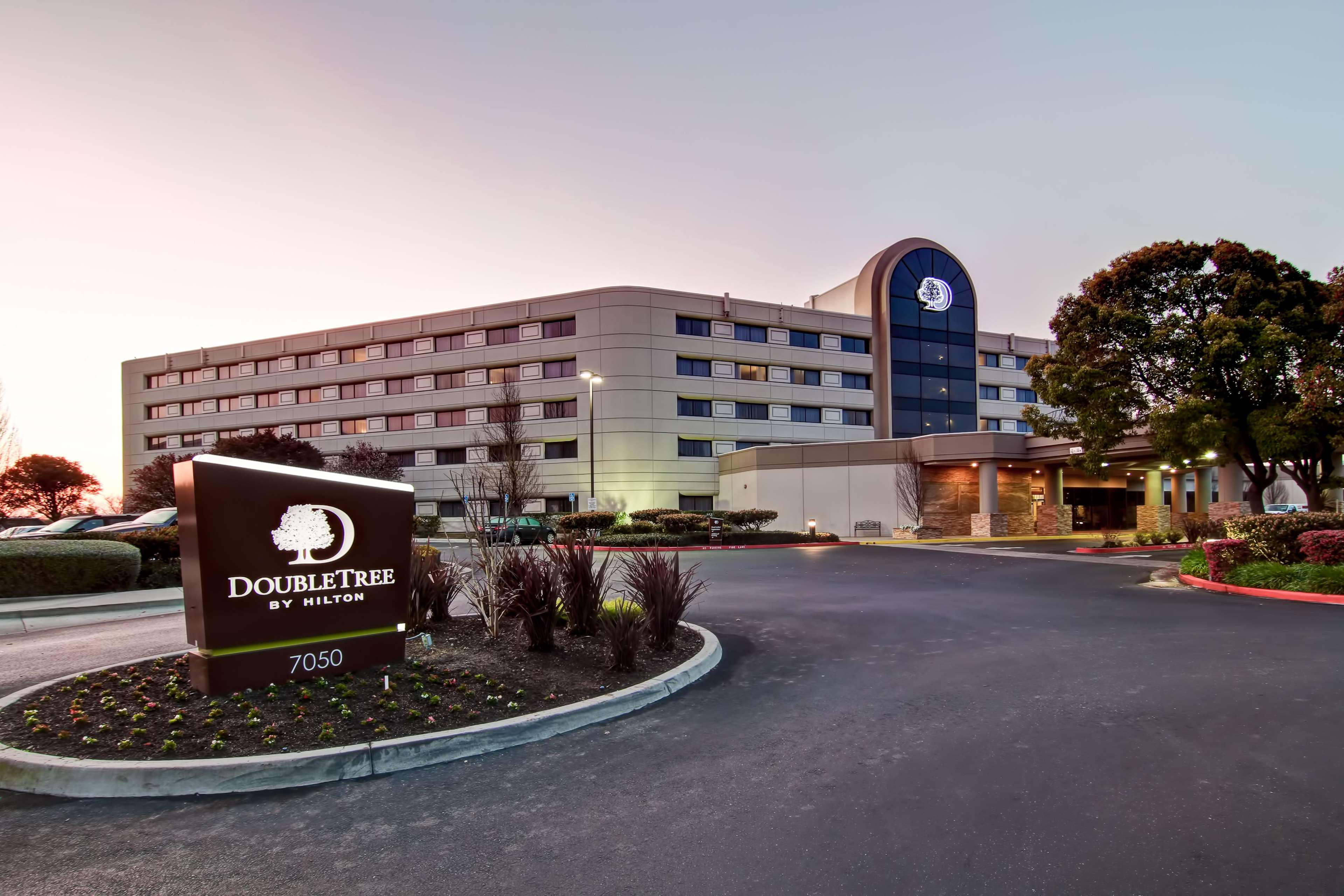 DoubleTree by Hilton Hotel Pleasanton at the Club image 0