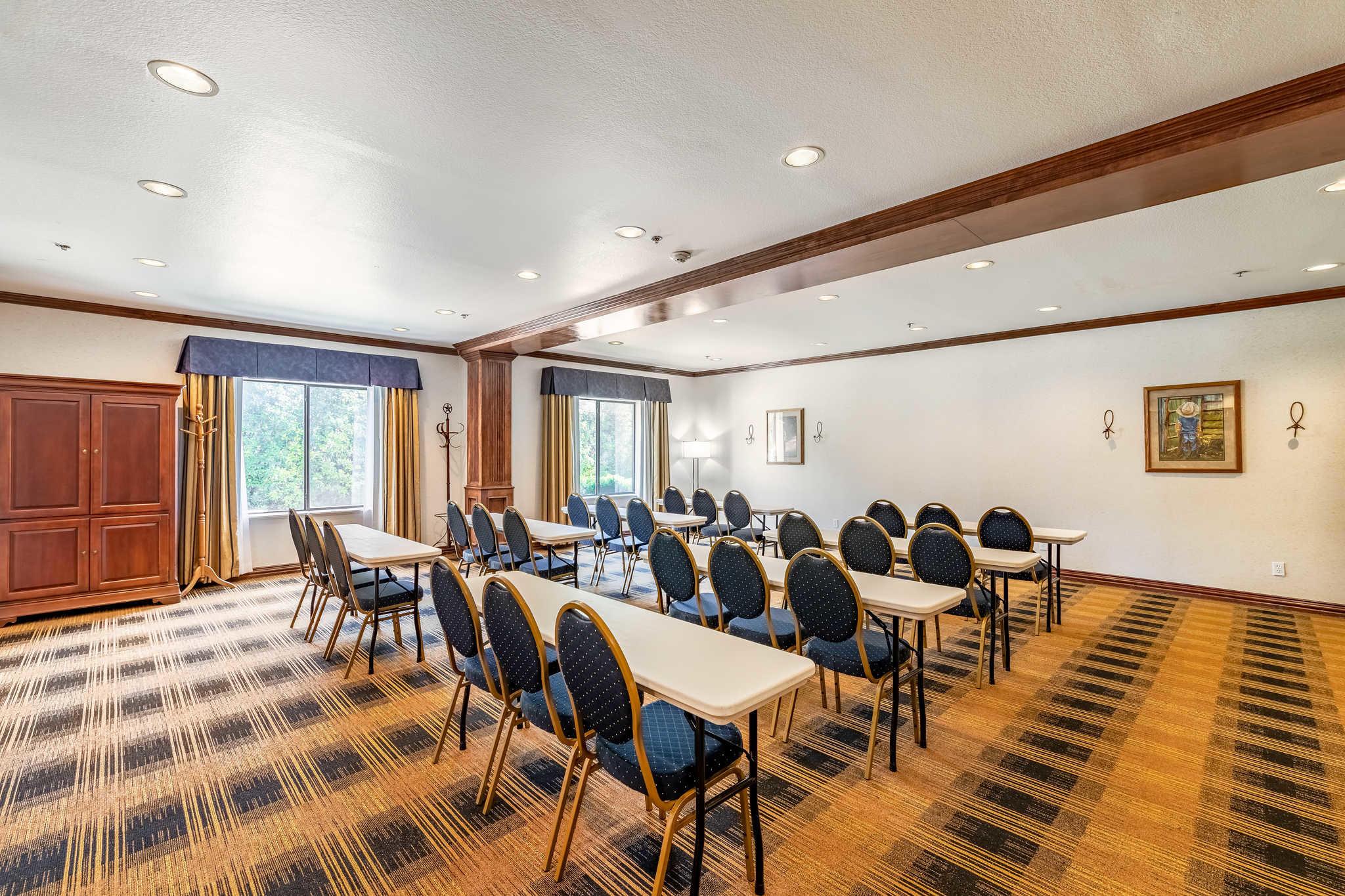 Quality Inn & Suites image 49