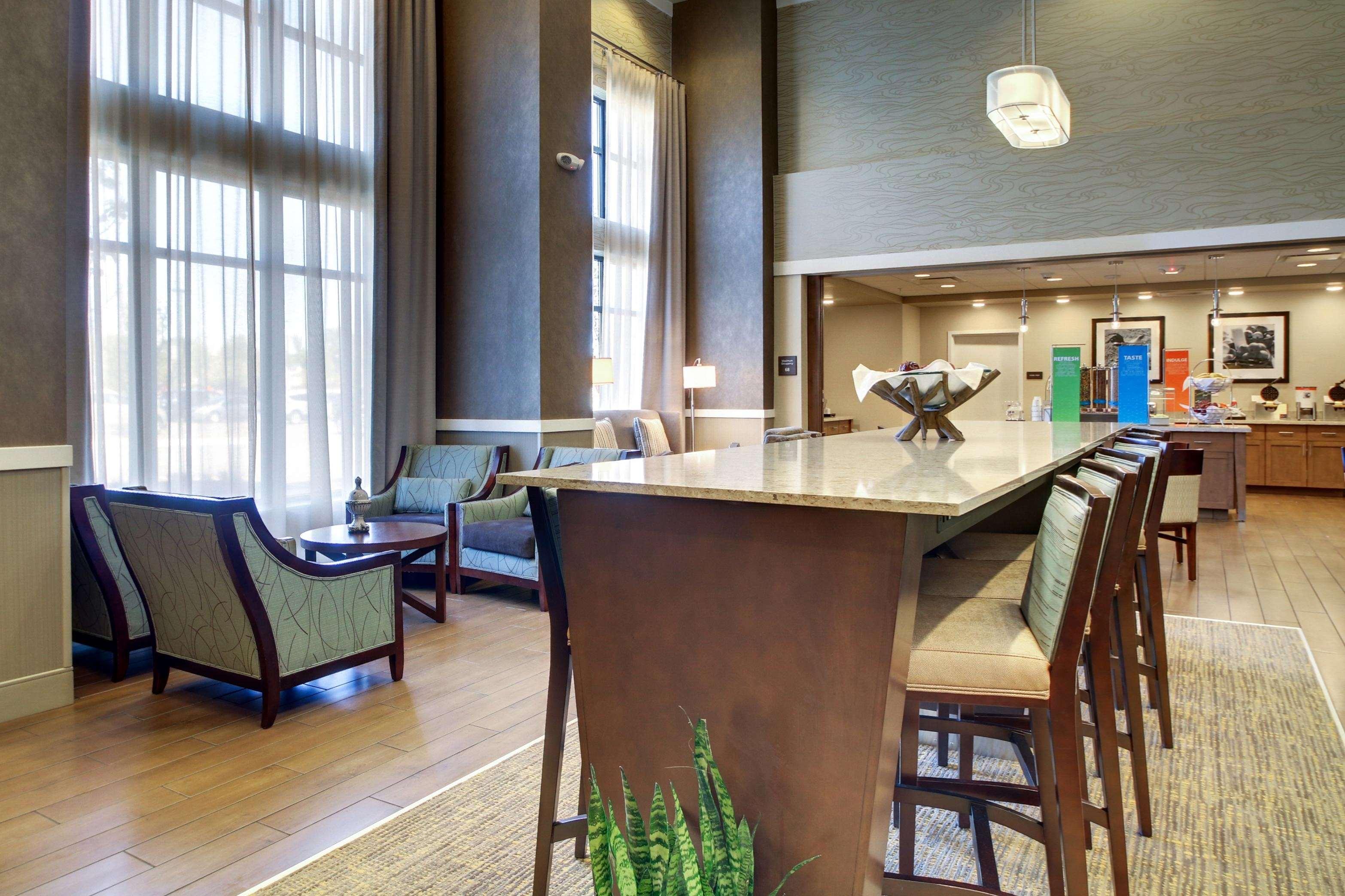 Hampton Inn & Suites Milwaukee West image 13