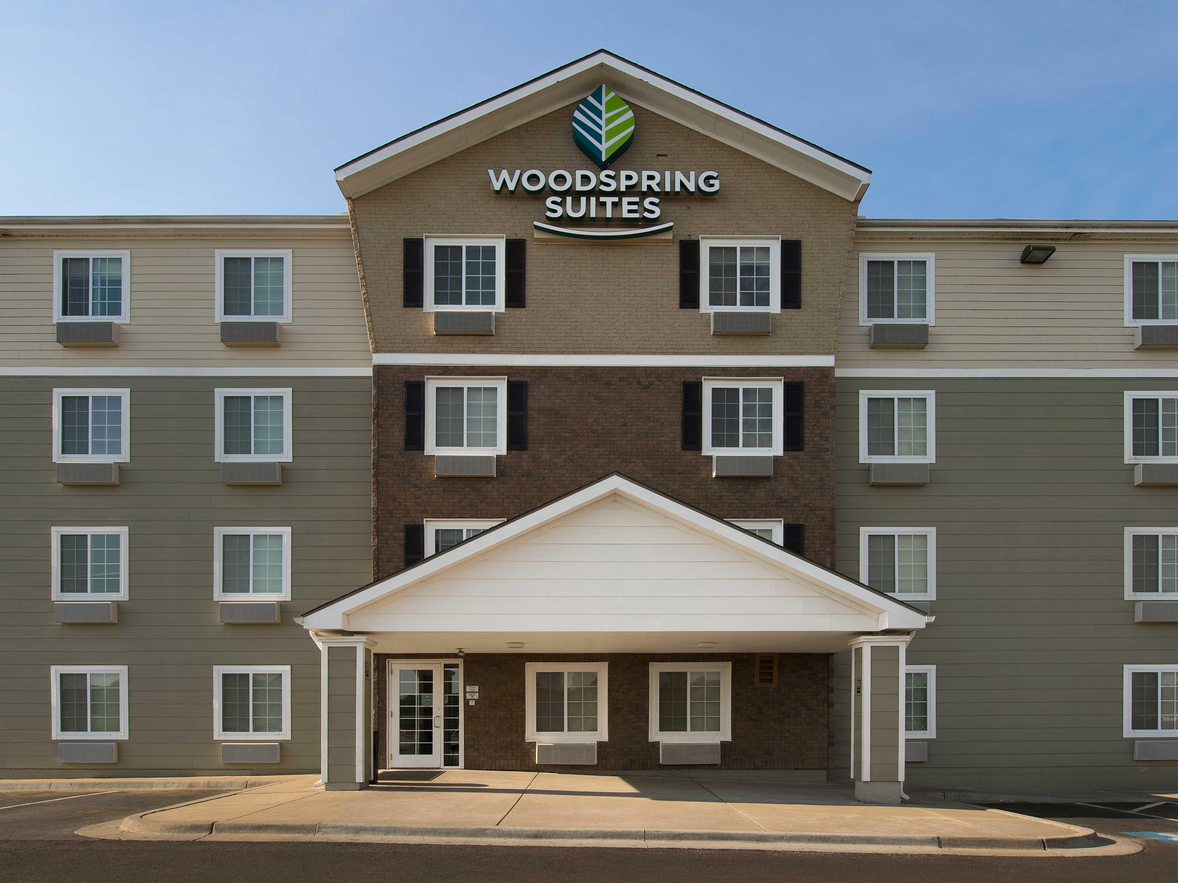 WoodSpring Suites Kansas City Mission image 2