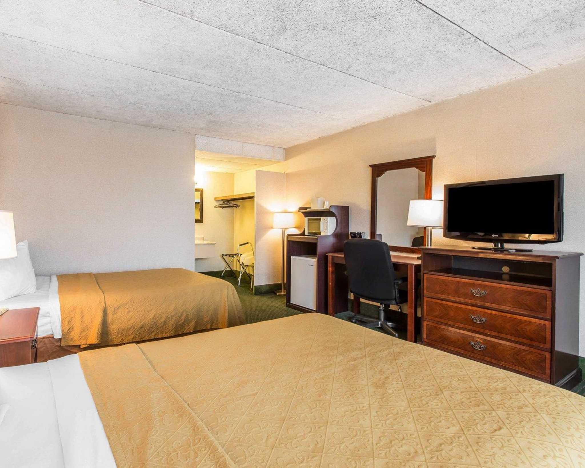 Quality Inn South image 16